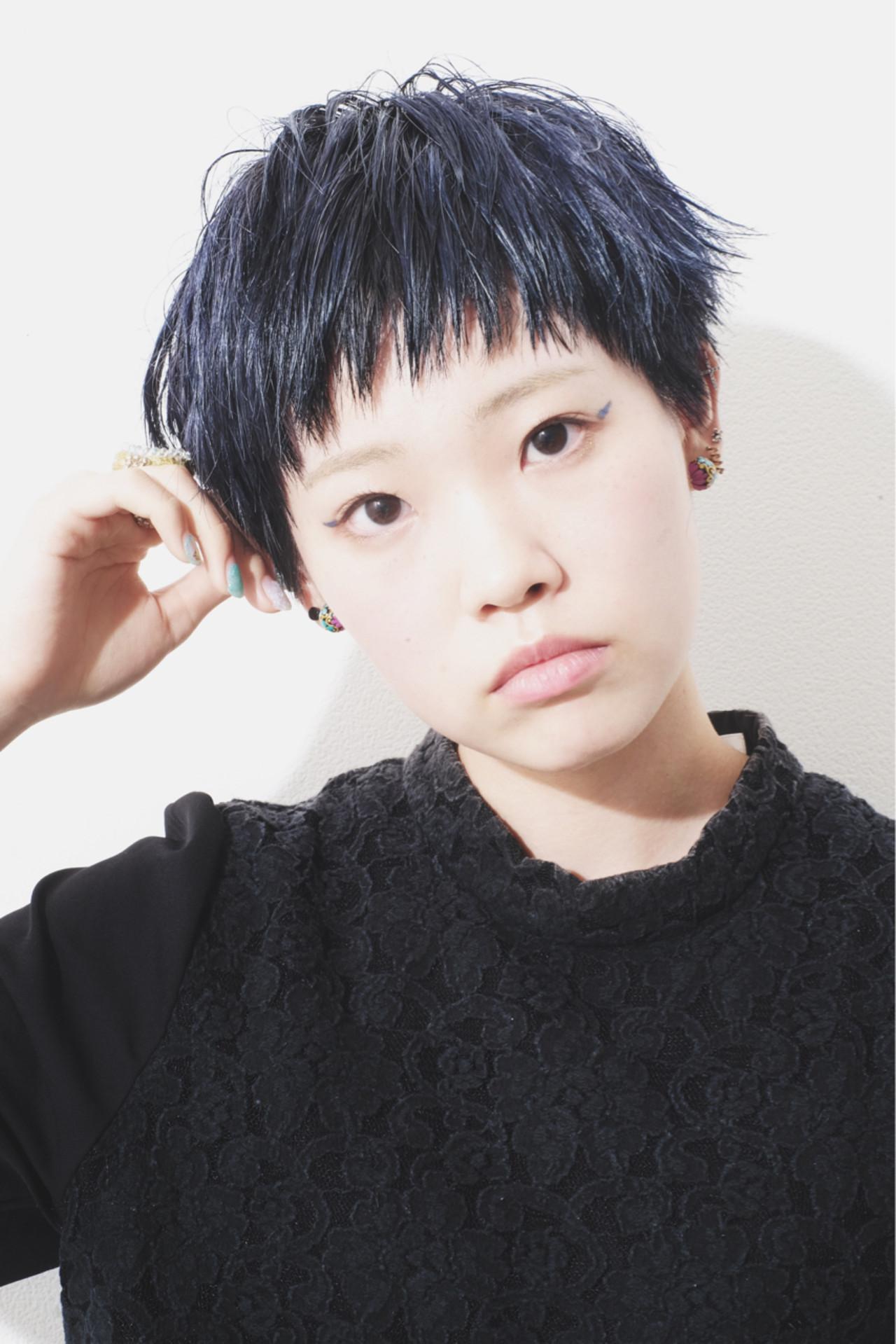 オン眉黒髪でタイトな美人ベリーショート 倉地 雄介