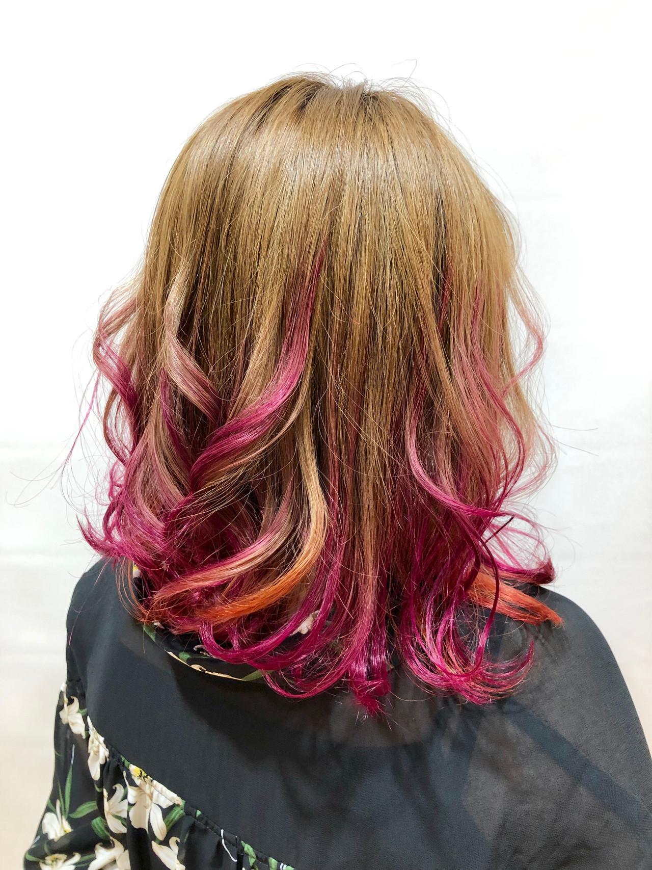 ピンク ミディアムレイヤー ミディアム ベージュ ヘアスタイルや髪型の写真・画像