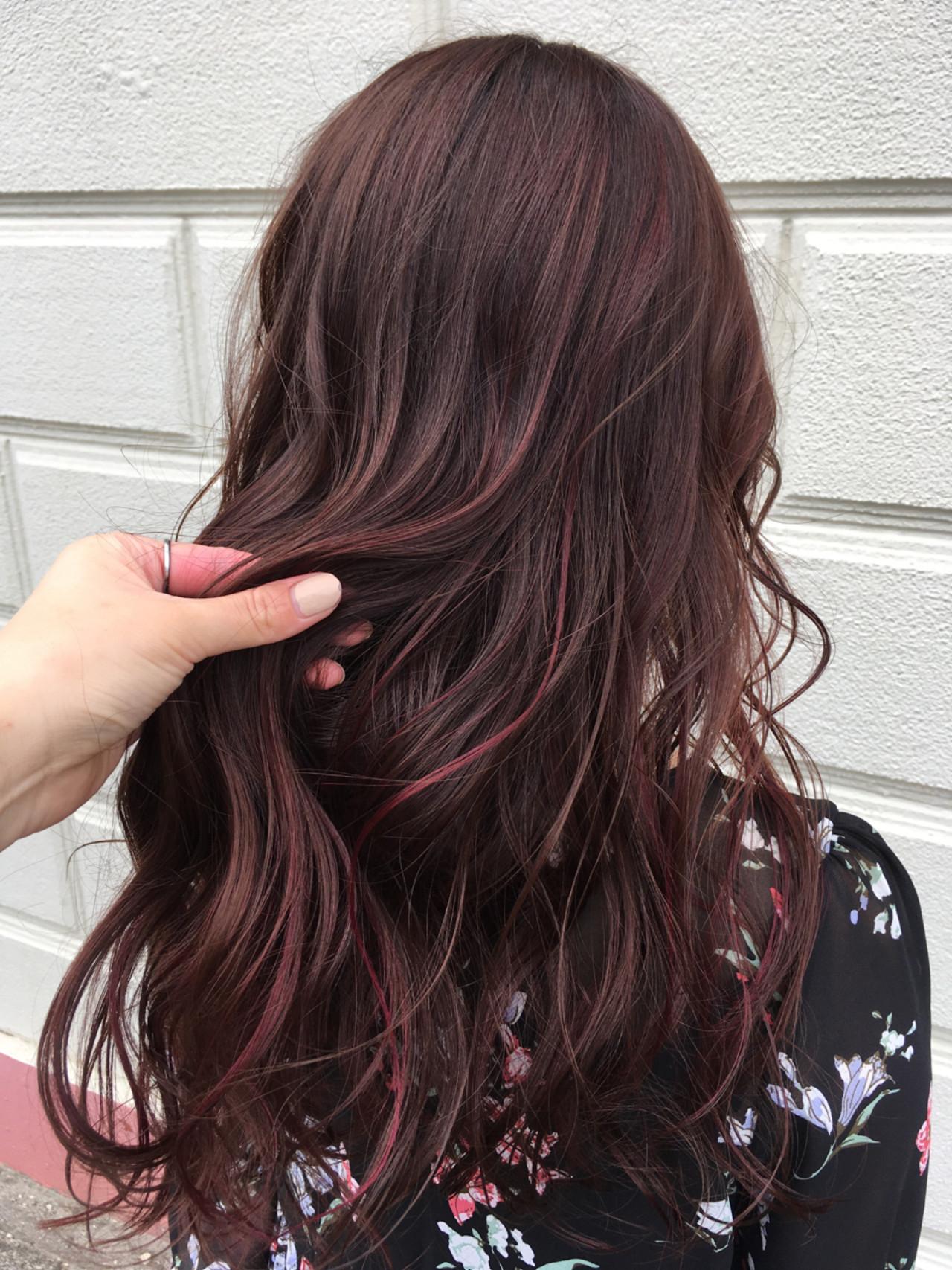 ローライト 巻き髪 ピンク ナチュラル ヘアスタイルや髪型の写真・画像