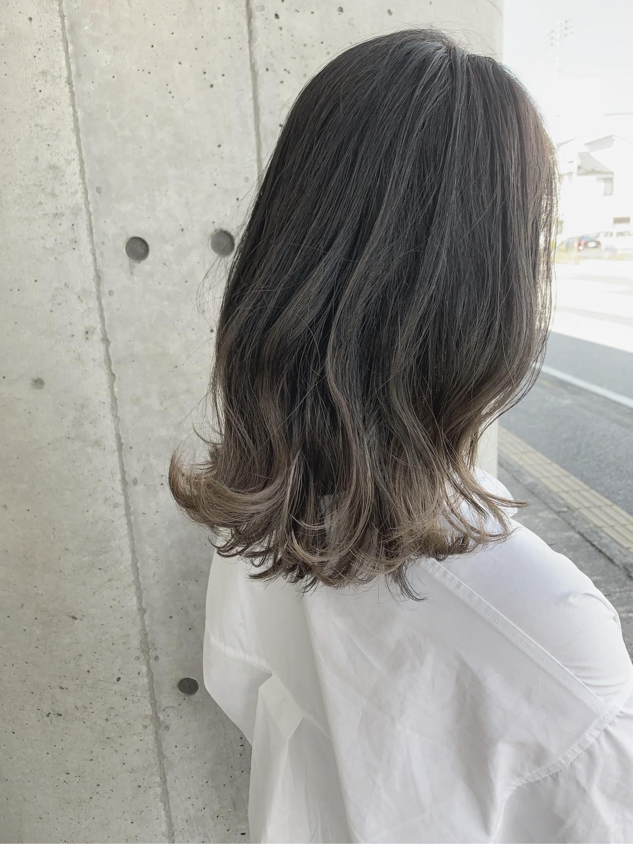 グラデーションカラー グレージュ ミディアム 透明感カラー ヘアスタイルや髪型の写真・画像