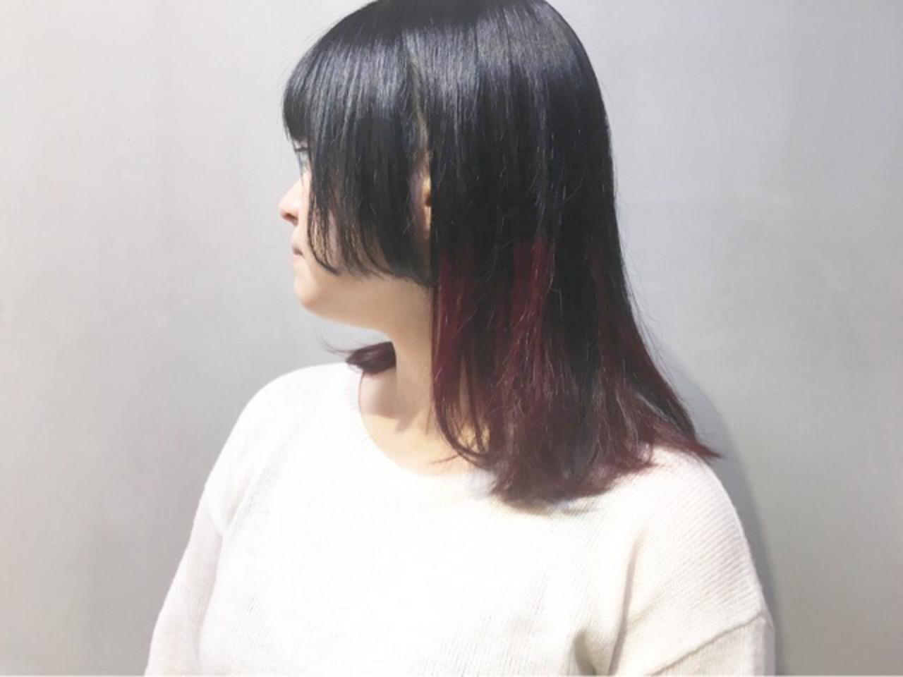 カシスレッド インナーカラーレッド レッドカラー ストリート ヘアスタイルや髪型の写真・画像