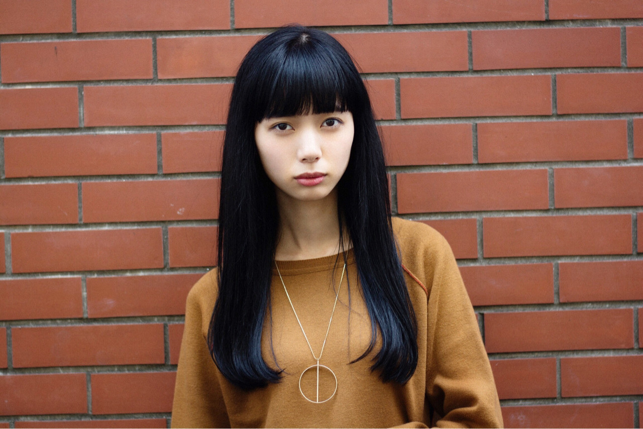 透明感 ロング 黒髪 前髪パッツン ヘアスタイルや髪型の写真・画像