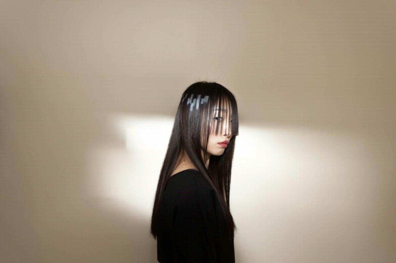 ストレート 前髪パッツン 黒髪 ロング ヘアスタイルや髪型の写真・画像