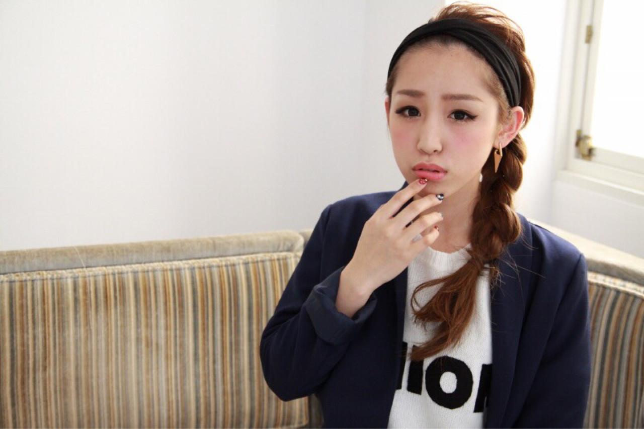 サイド三つ編みの時短ヘアバンドアレンジ 三田村綾香