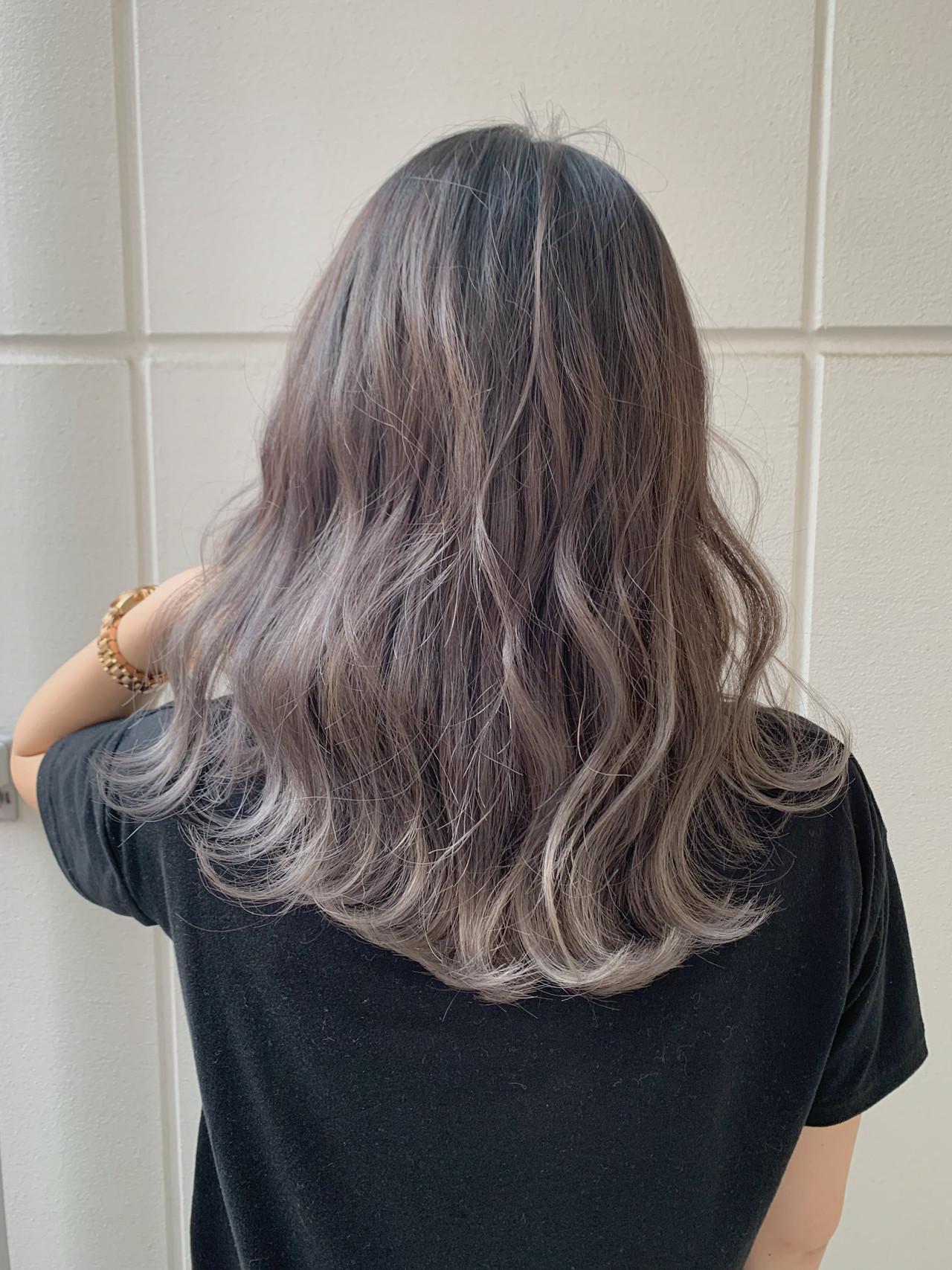 エアリー感溢れるミディアムヘアのナチュラルなラベンダーアッシュ 寺坂 雄飛banks hair