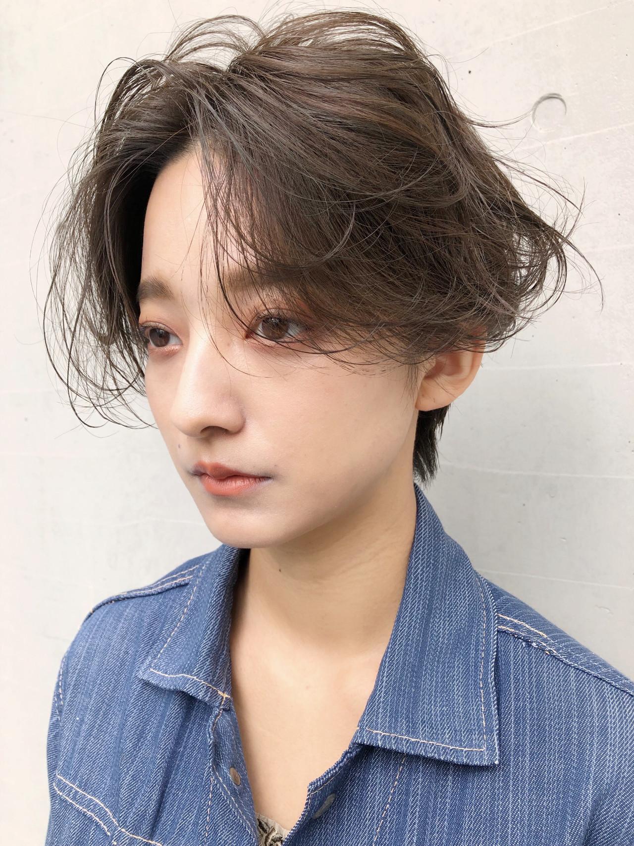 マッシュショート パーマ オフィス アンニュイほつれヘア ヘアスタイルや髪型の写真・画像