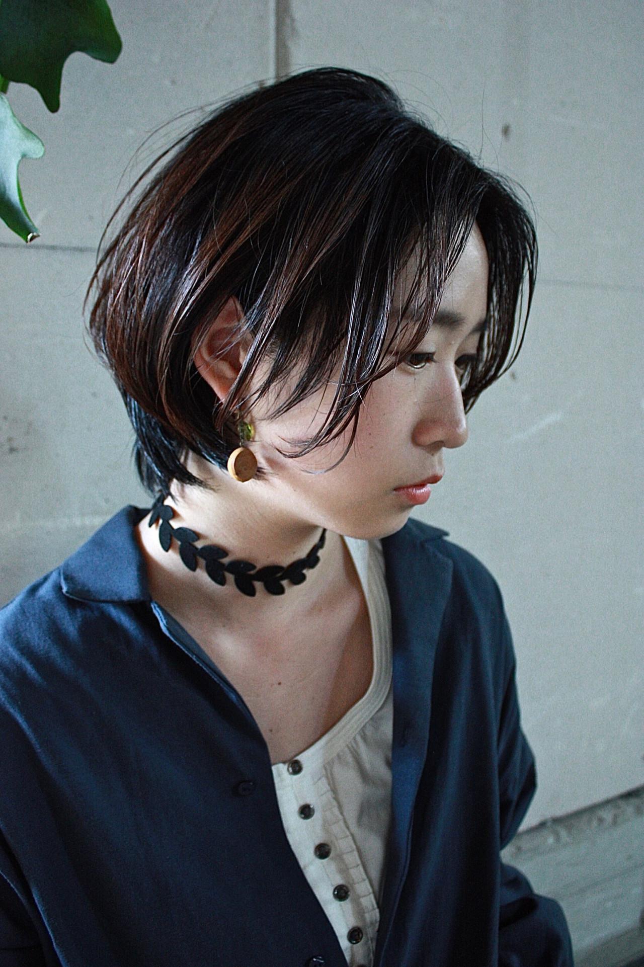 ショートボブ 大人カジュアル 暗髪 ハンサムショート ヘアスタイルや髪型の写真・画像
