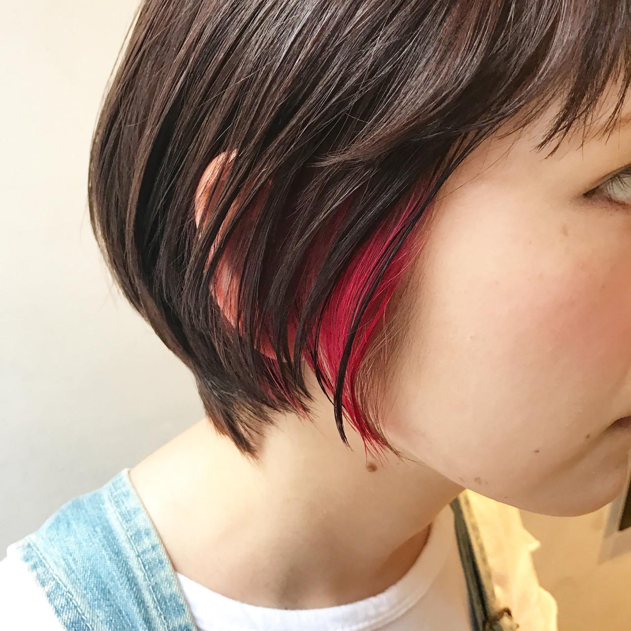 プラス赤色で人目を集めたおしゃれヘアに♡ miya/@1031miya