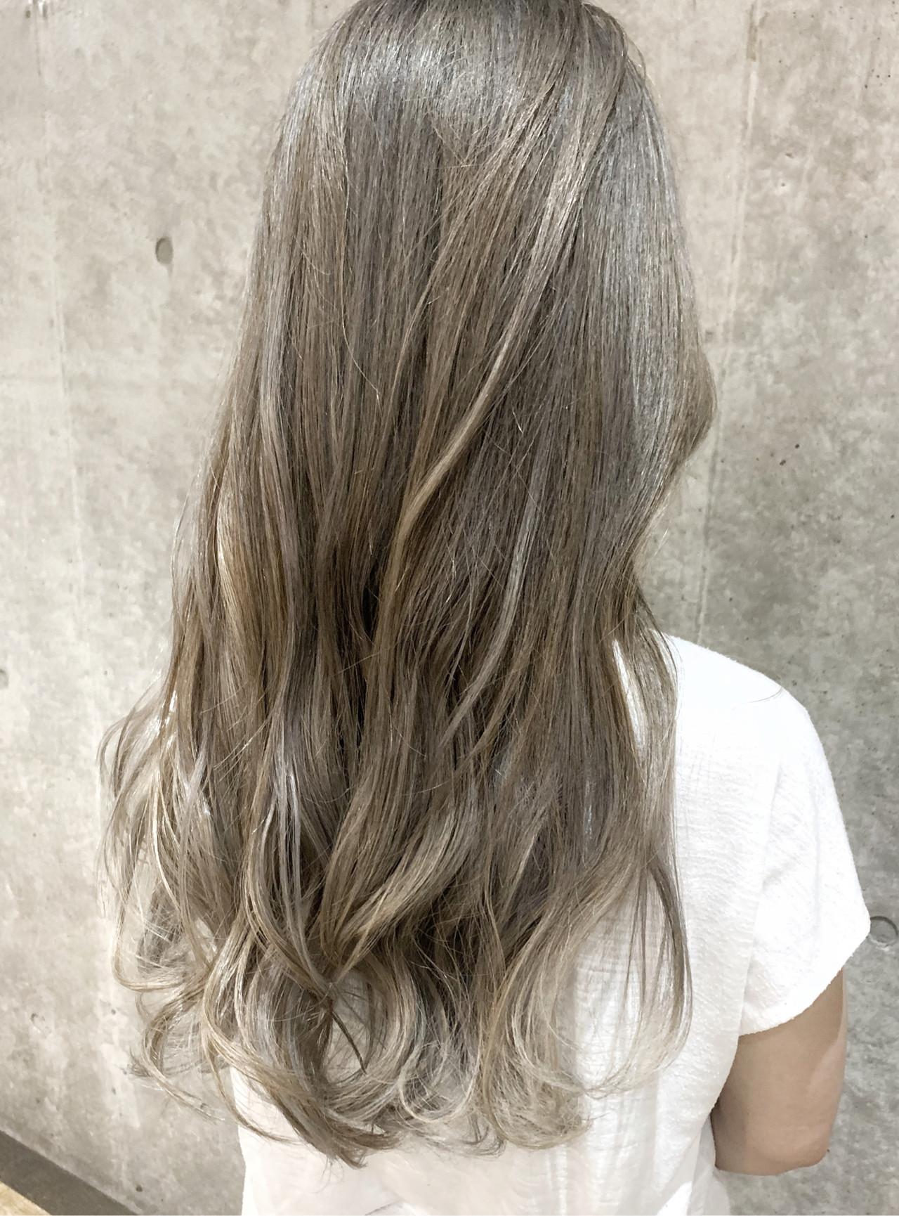 グラデーションカラー ミルクティーベージュ ロング ハイライト ヘアスタイルや髪型の写真・画像