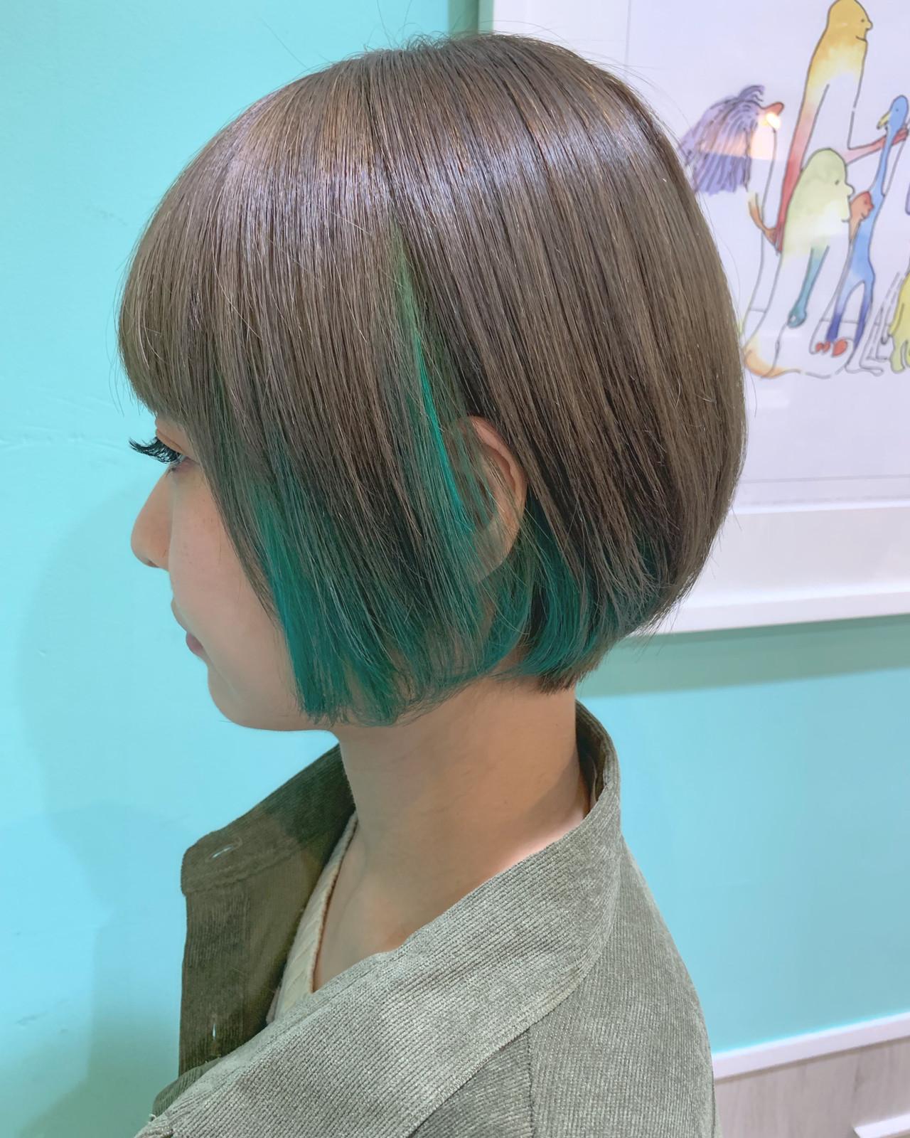 ショート グリーン インナーカラー ストリート ヘアスタイルや髪型の写真・画像