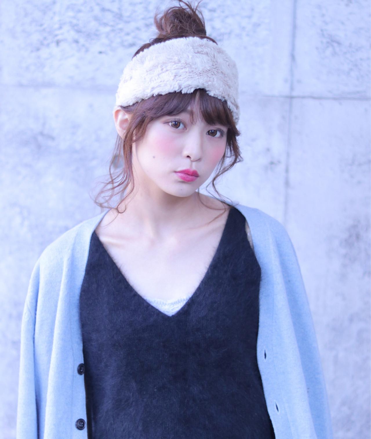 お団子×太めヘアバンドでリラックスヘアに♡ Wataru Maeda