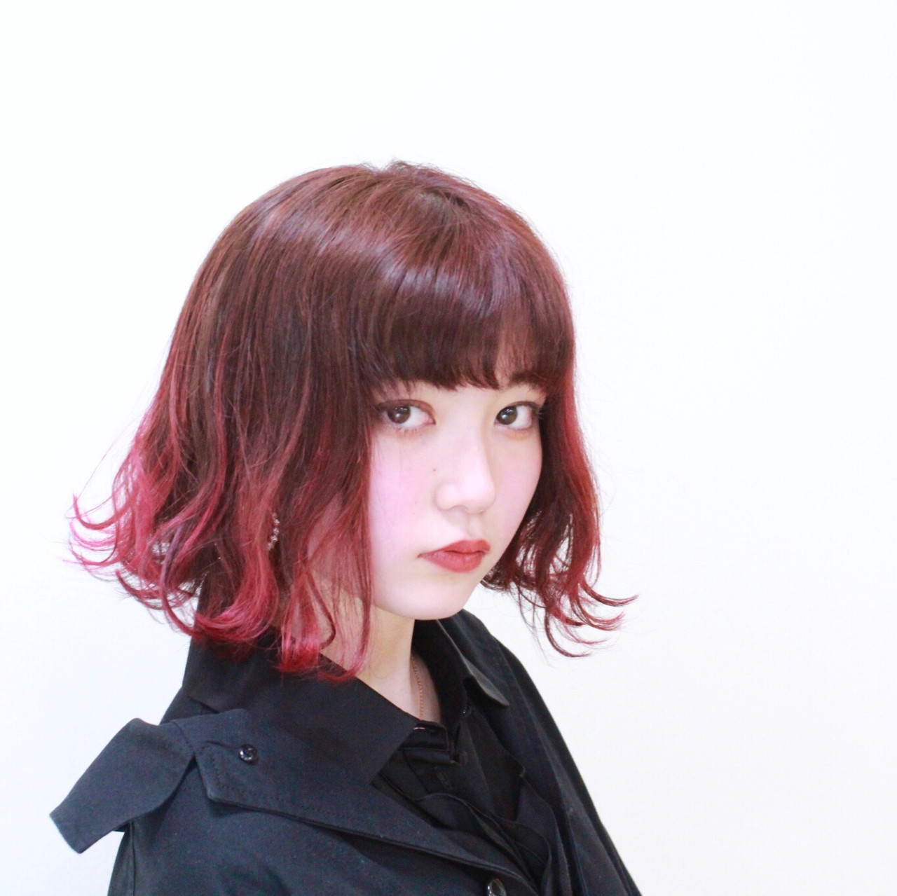外国人風の外ハネフェミニンなコテ巻きアレンジ 青栁 大輔salon de with