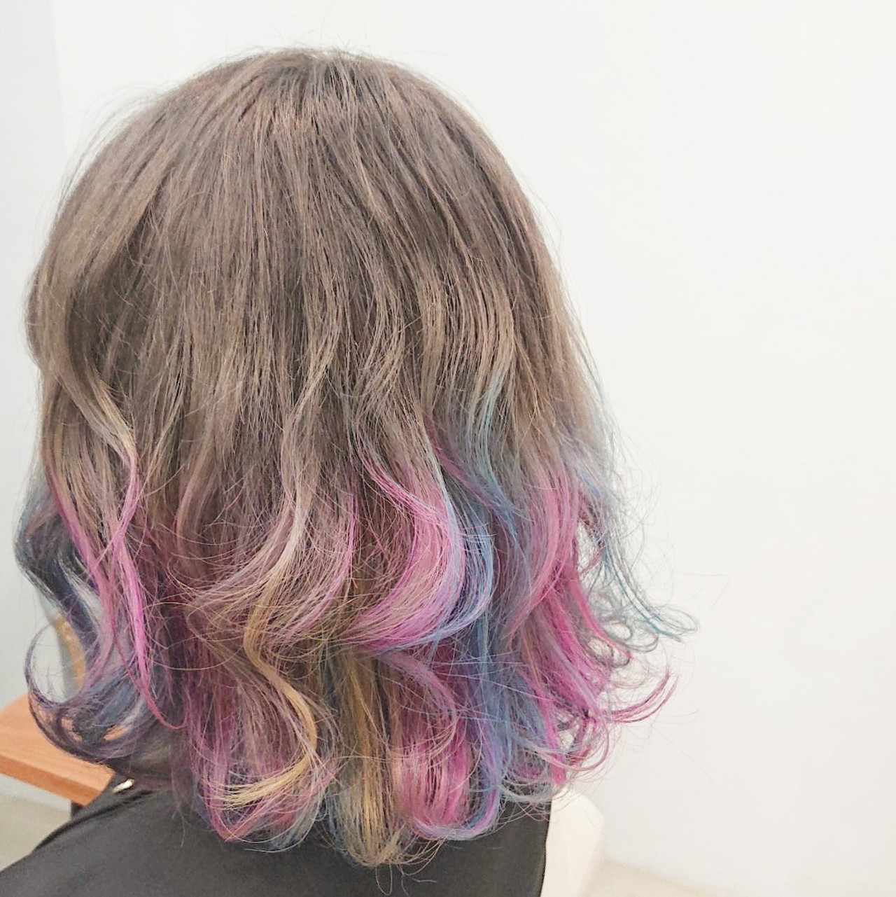 ユニコーンカラー グレージュ ハイトーン ボブ ヘアスタイルや髪型の写真・画像
