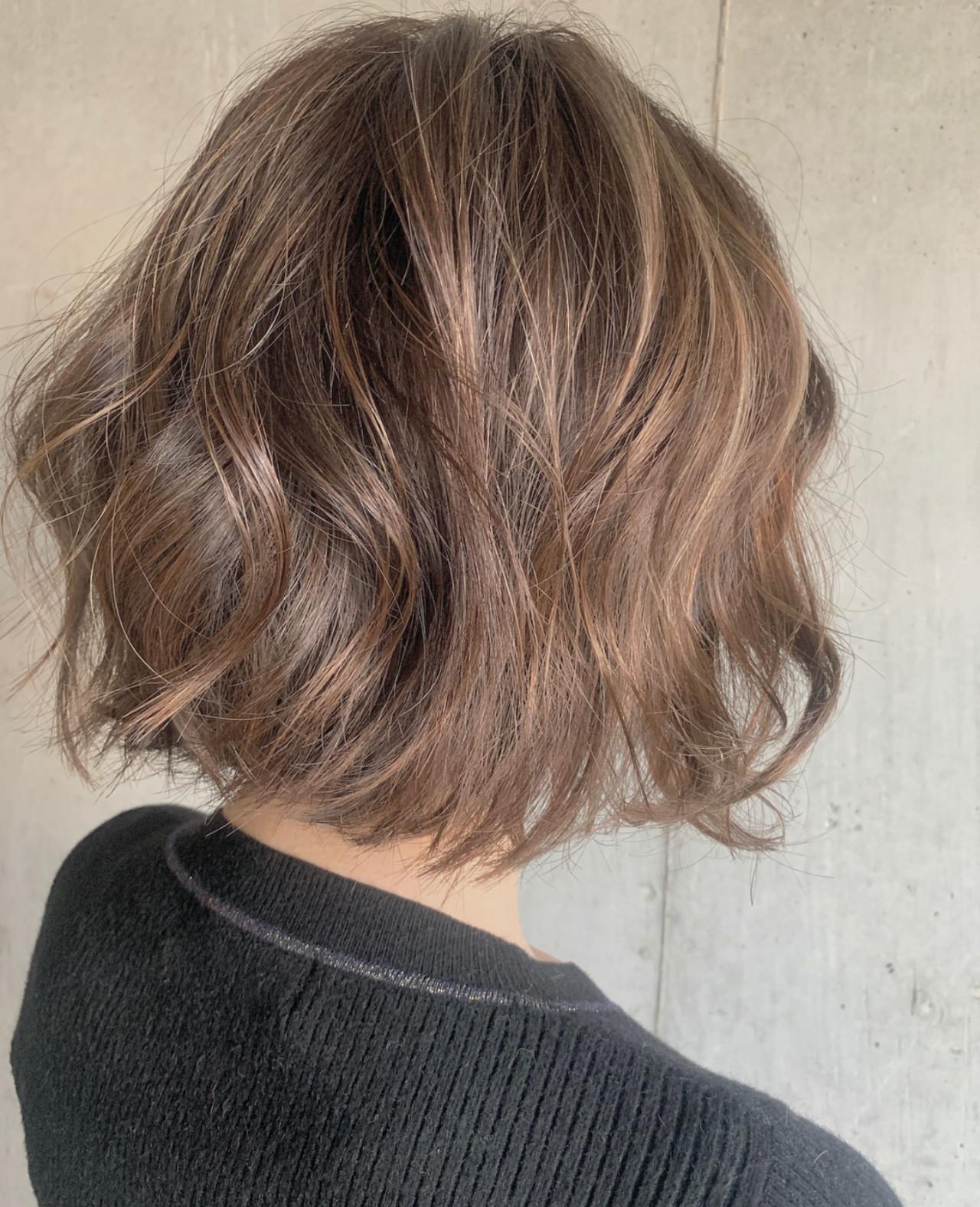 フェミニン ハイライト コテ巻き ゆるふわセット ヘアスタイルや髪型の写真・画像