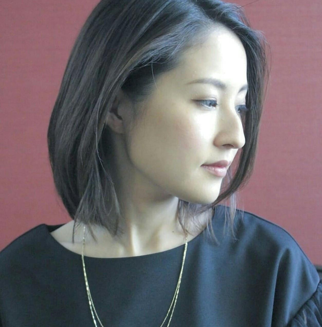 エレガントなこなれ感がつくれるボブのイルミナカラー Seiichirou Uedaatelier luretta. Ink blue hair color