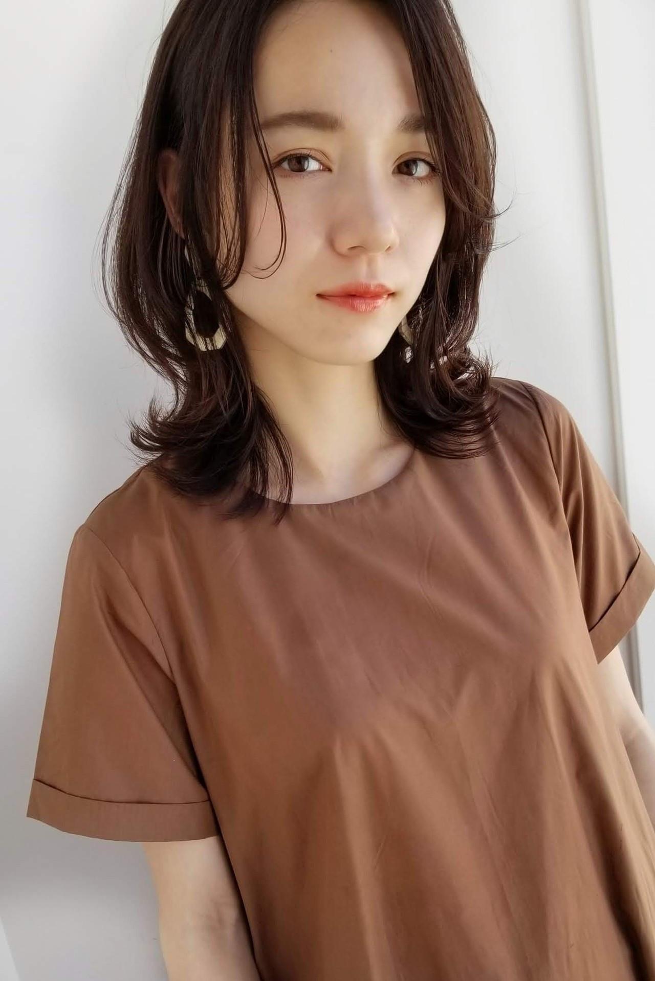 セミロング 前髪なし レイヤーカット アンニュイほつれヘア ヘアスタイルや髪型の写真・画像