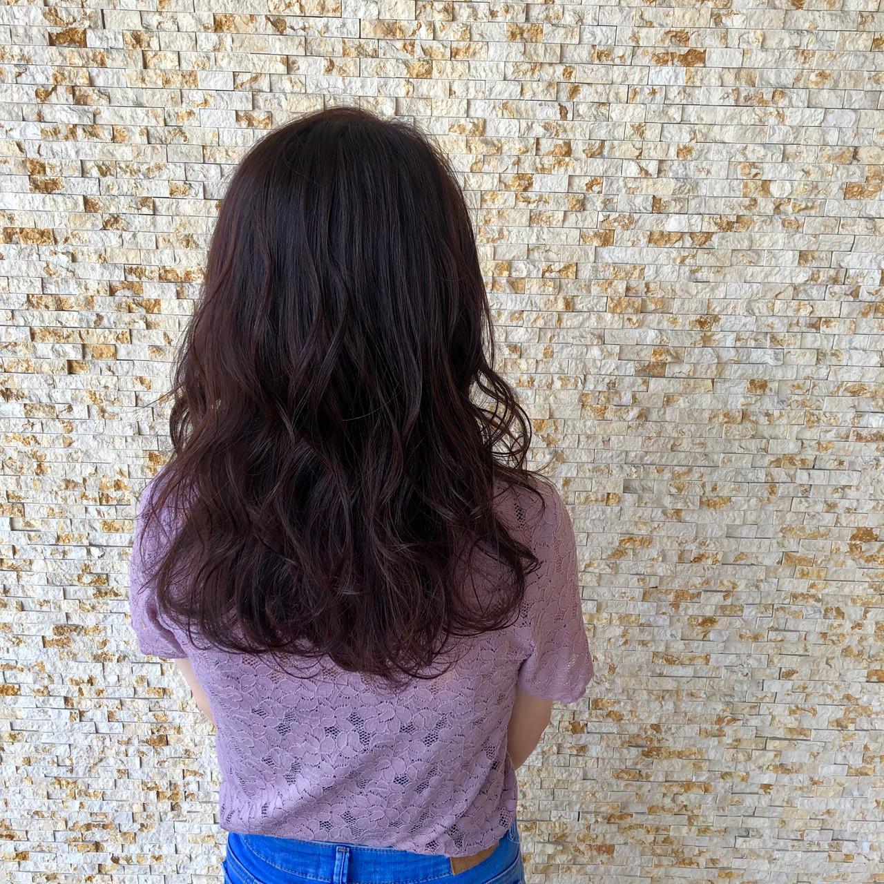 コテ巻き ミディアム 秋冬スタイル チェリーレッド ヘアスタイルや髪型の写真・画像