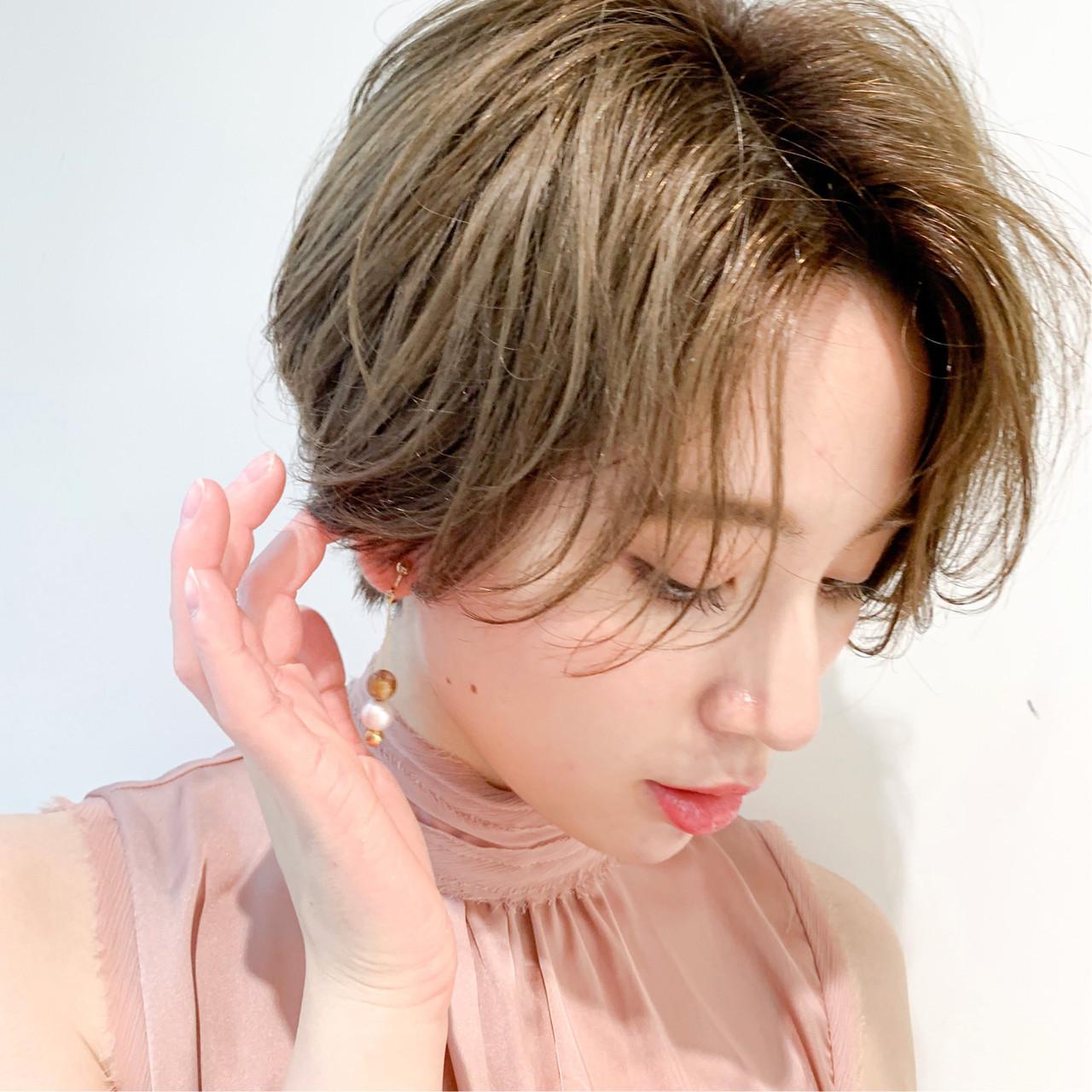 ハイトーン 小顔ショート ハンサムショート ガーリー ヘアスタイルや髪型の写真・画像