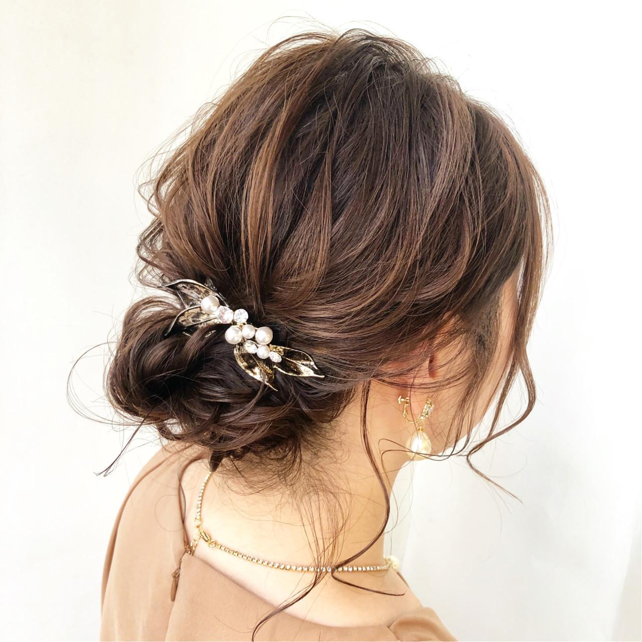 ミディアム 結婚式 お団子アレンジ ルーズ ヘアスタイルや髪型の写真・画像
