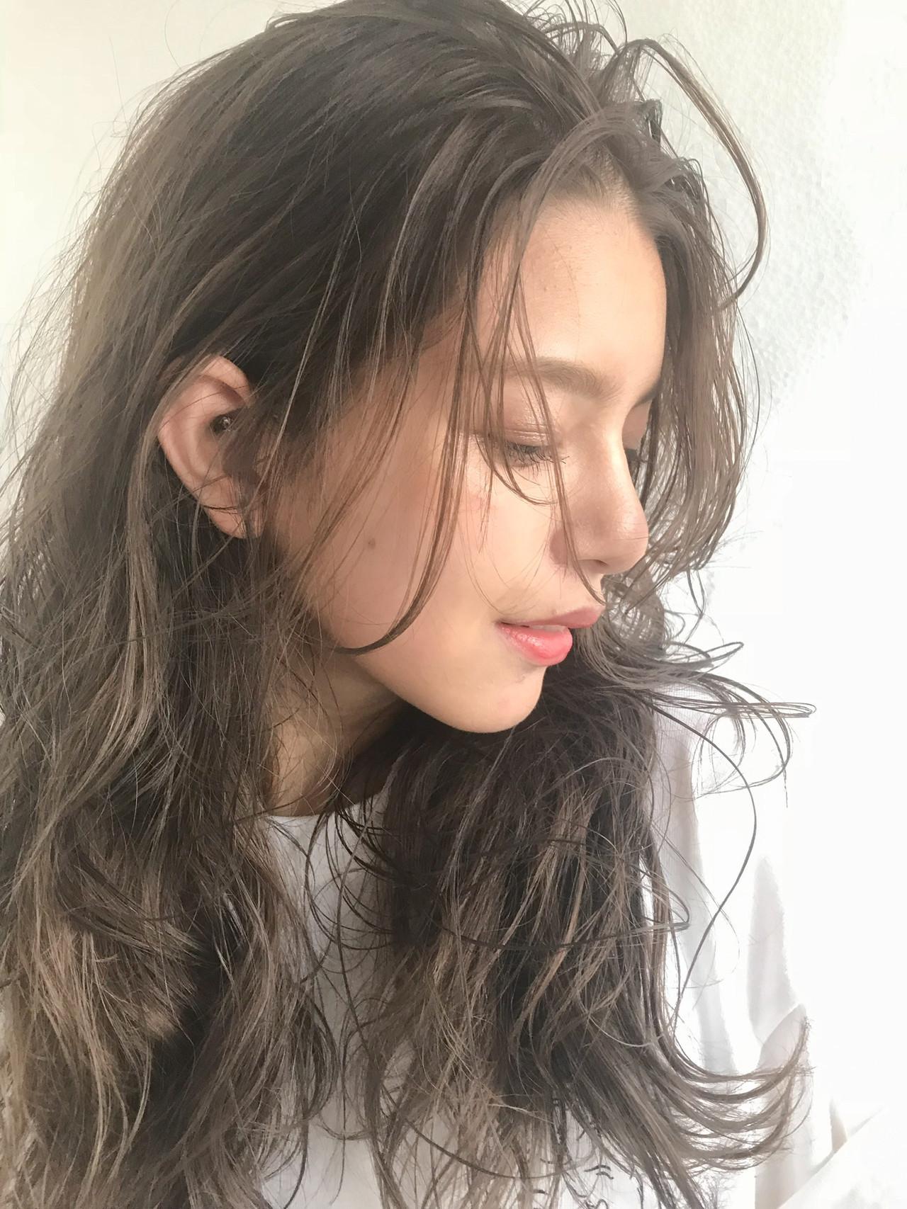 アンニュイな透明感溢れるセミロングのイルミナカラー 小山田 栞grace by afloat