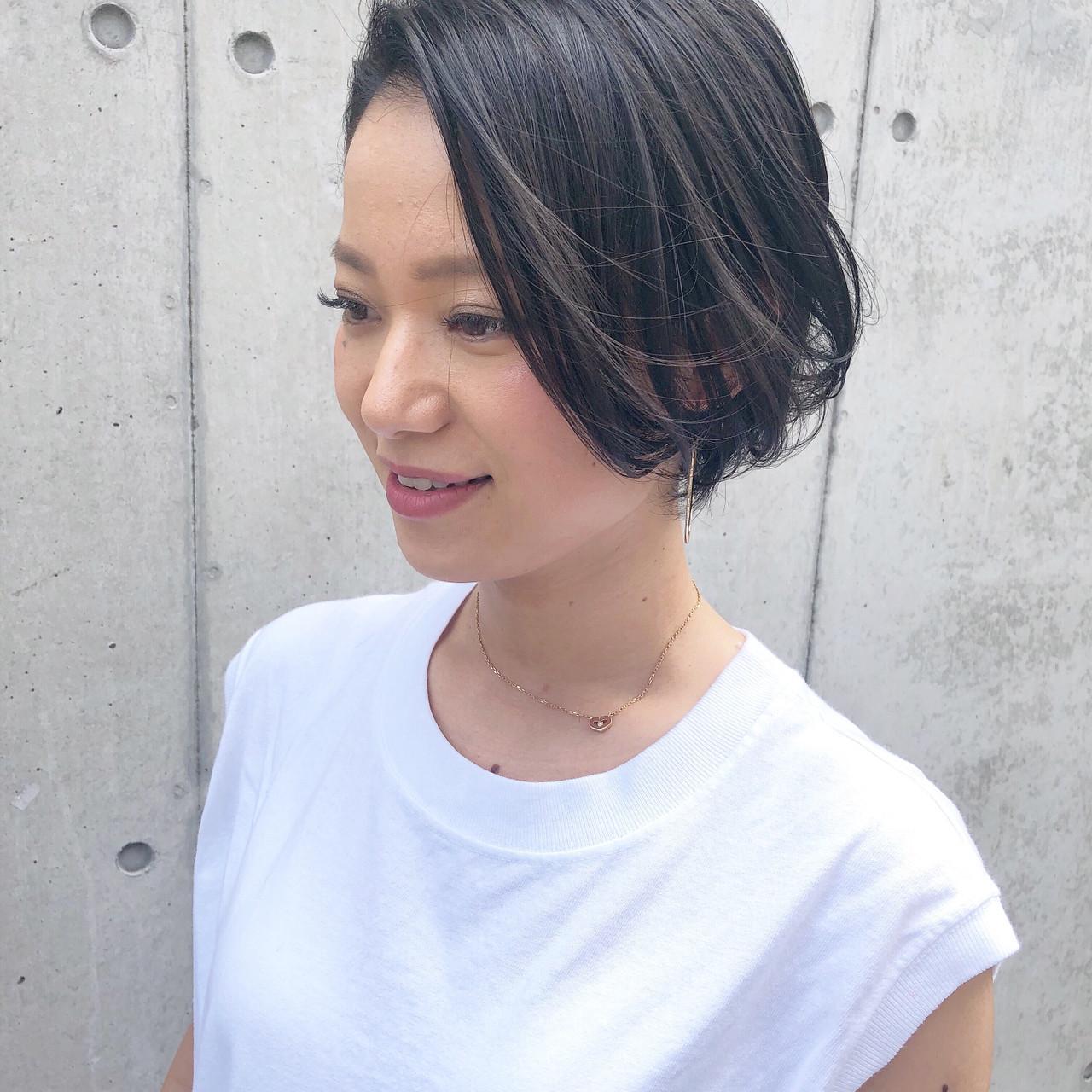 黒髪 ショート女子 ナチュラル オフィス ヘアスタイルや髪型の写真・画像