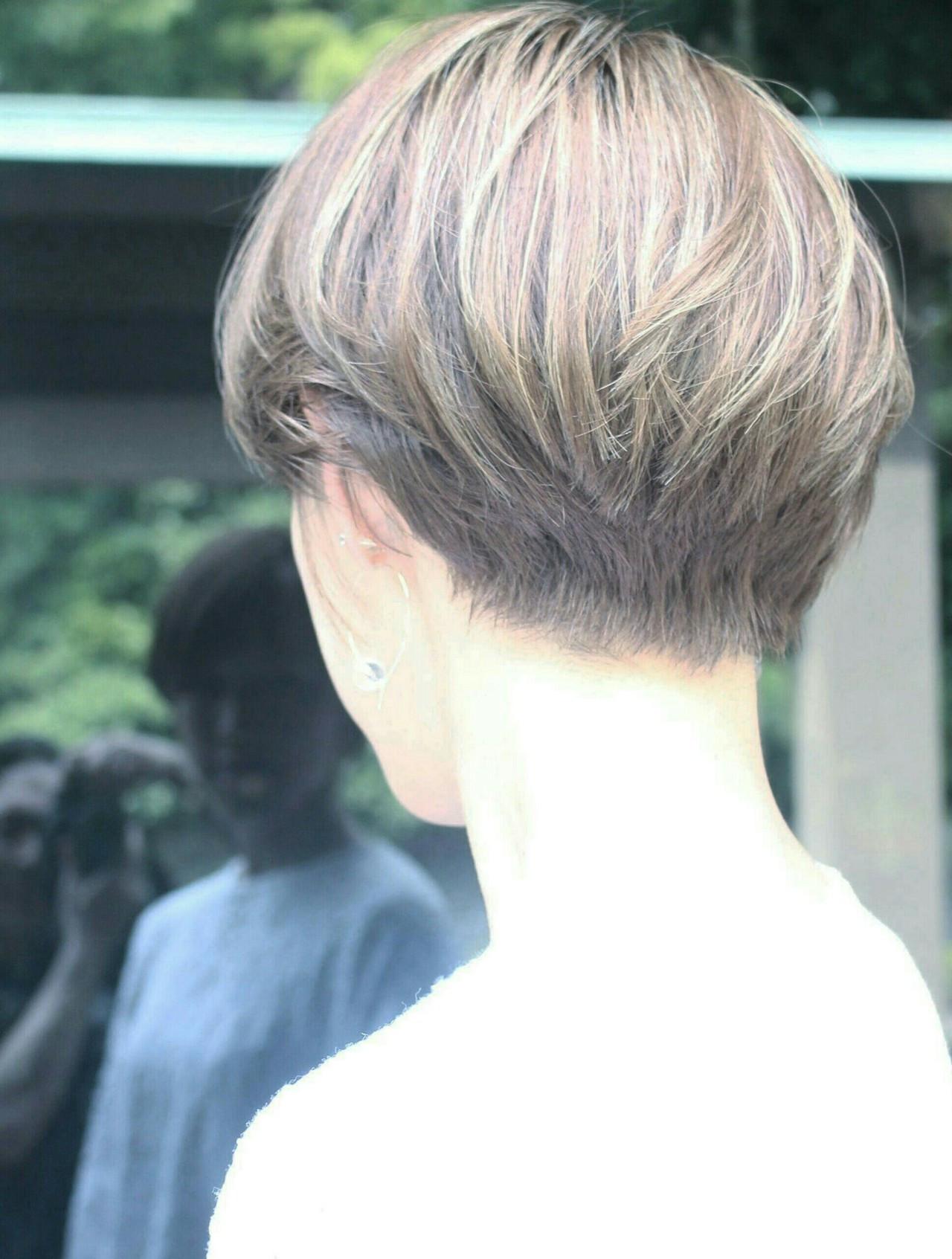 こなれ感溢れるほんのりフェミニンなベリーショートのイルミナカラー Seiichirou Uedaatelier luretta. Ink blue hair color