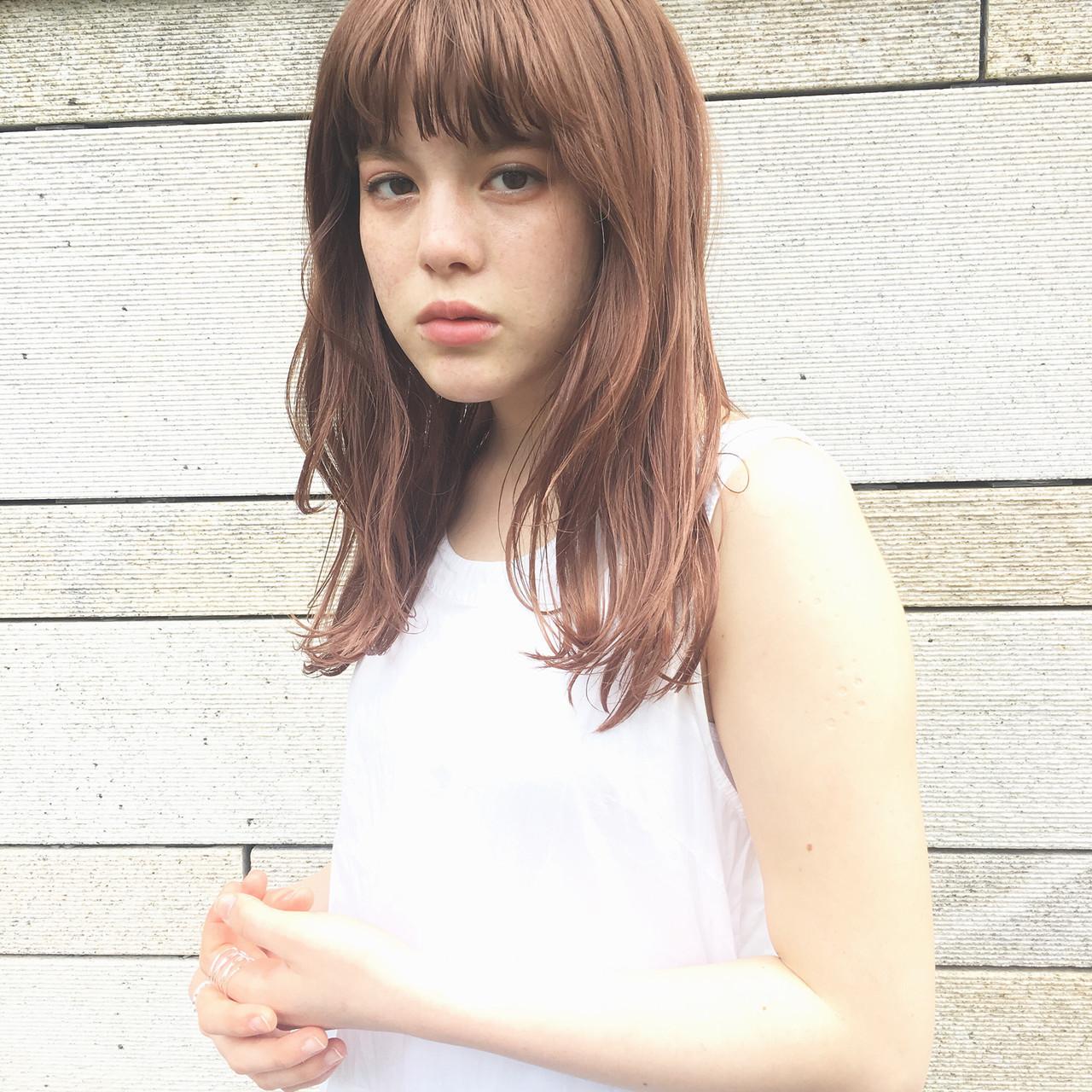 ナチュラル デート セミロング くせ毛 ヘアスタイルや髪型の写真・画像