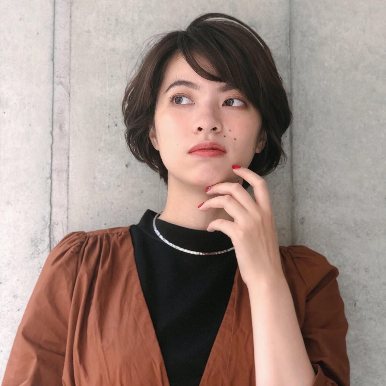オフィス ショート グラデーションカラー ゆるふわパーマ ヘアスタイルや髪型の写真・画像