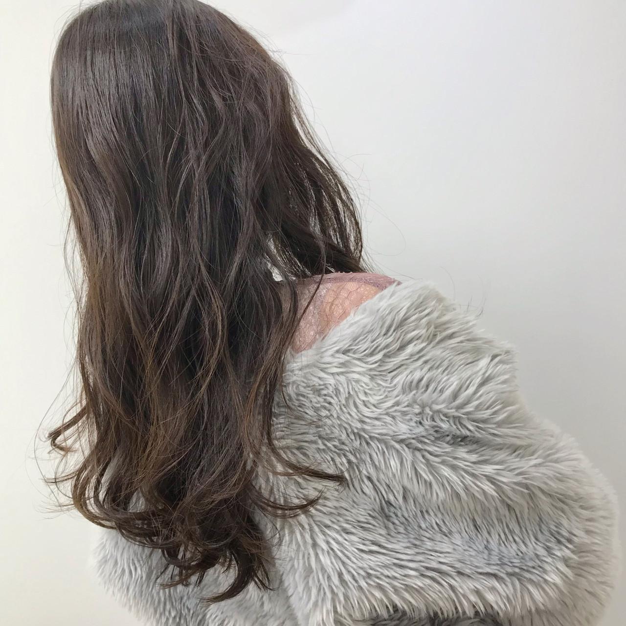 ベージュ 大人カジュアル ロング 福岡市 ヘアスタイルや髪型の写真・画像