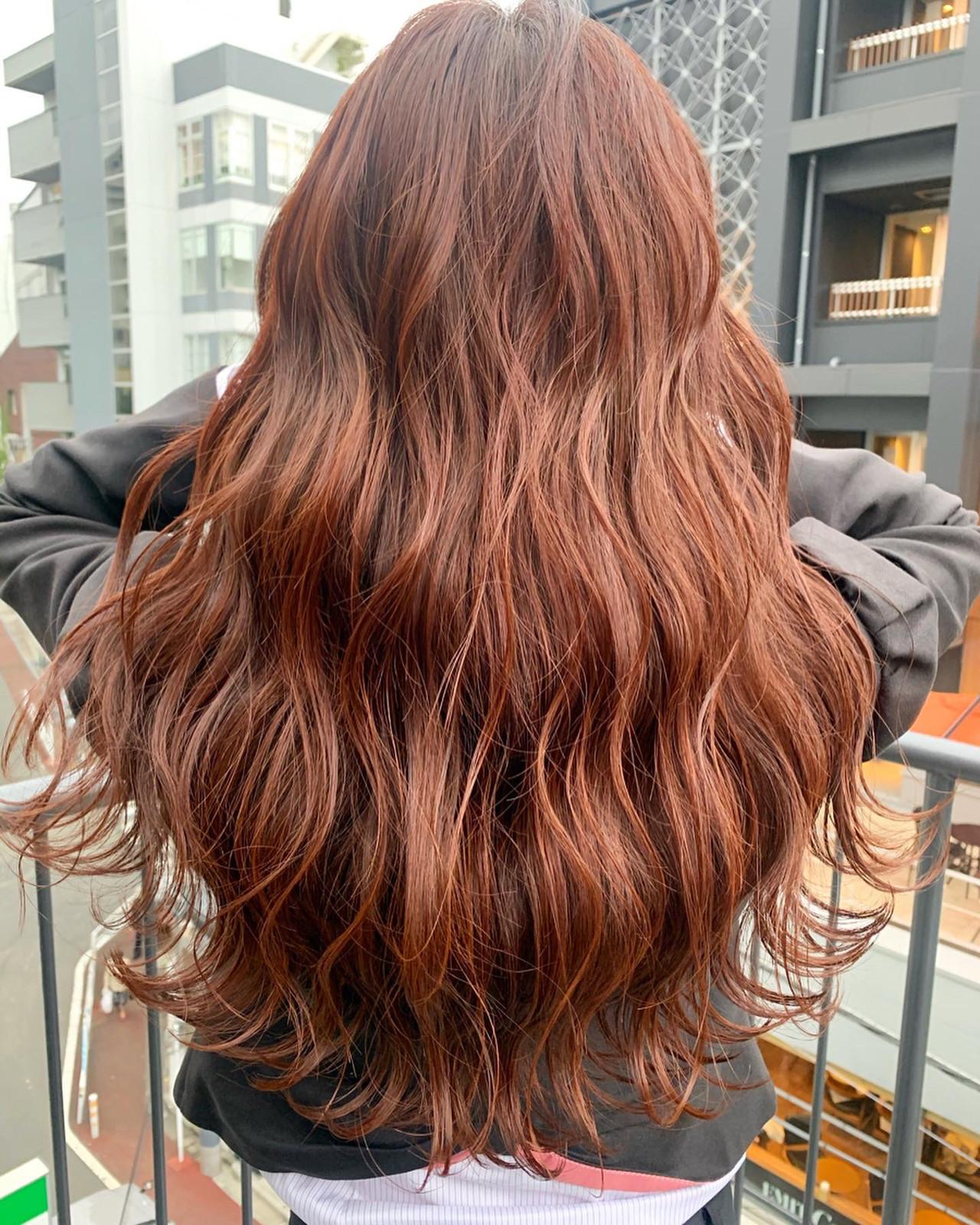 ロング ゆるウェーブ オレンジブラウン ピンクブラウン ヘアスタイルや髪型の写真・画像