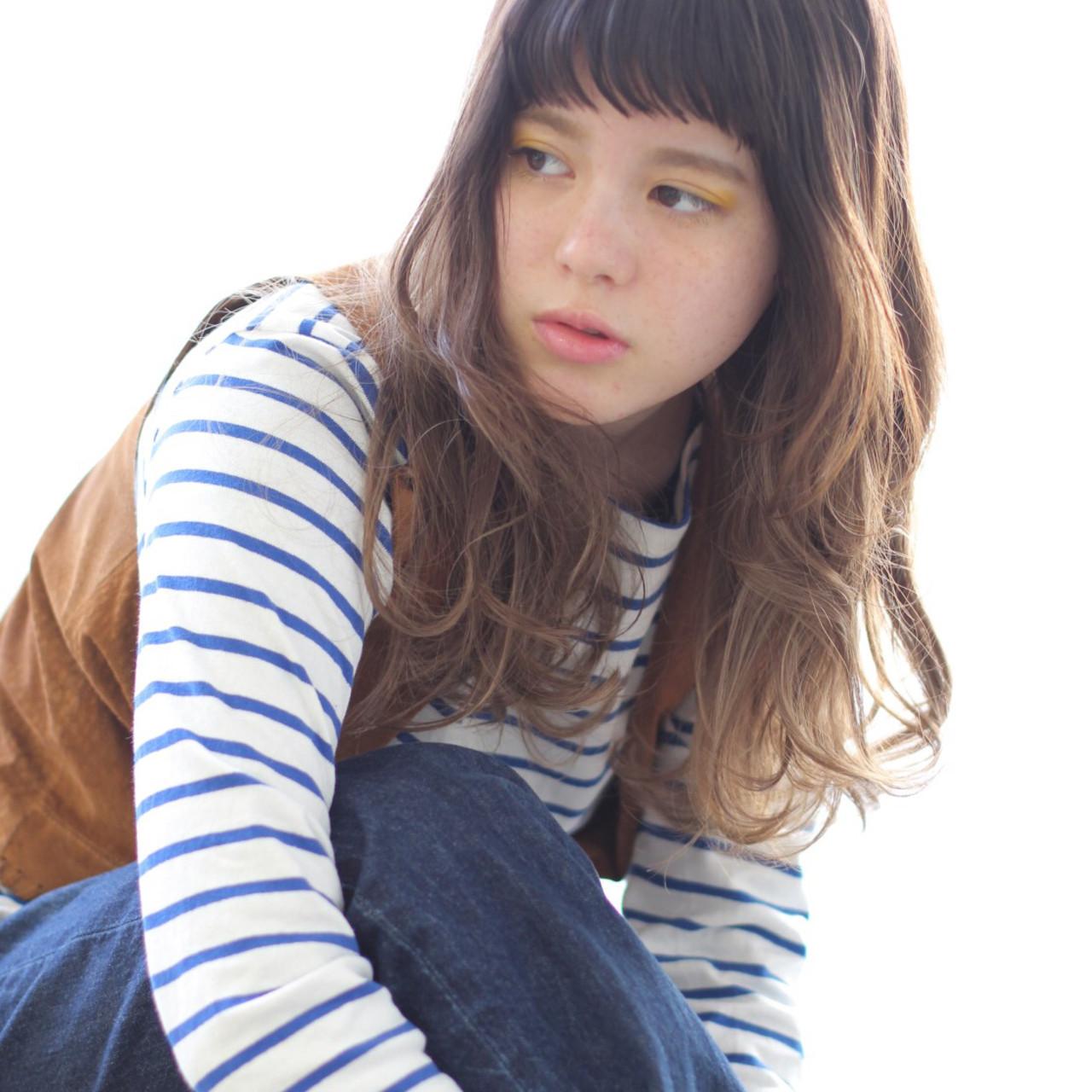 オン眉 コントラストハイライト セミロング 外国人風フェミニン ヘアスタイルや髪型の写真・画像