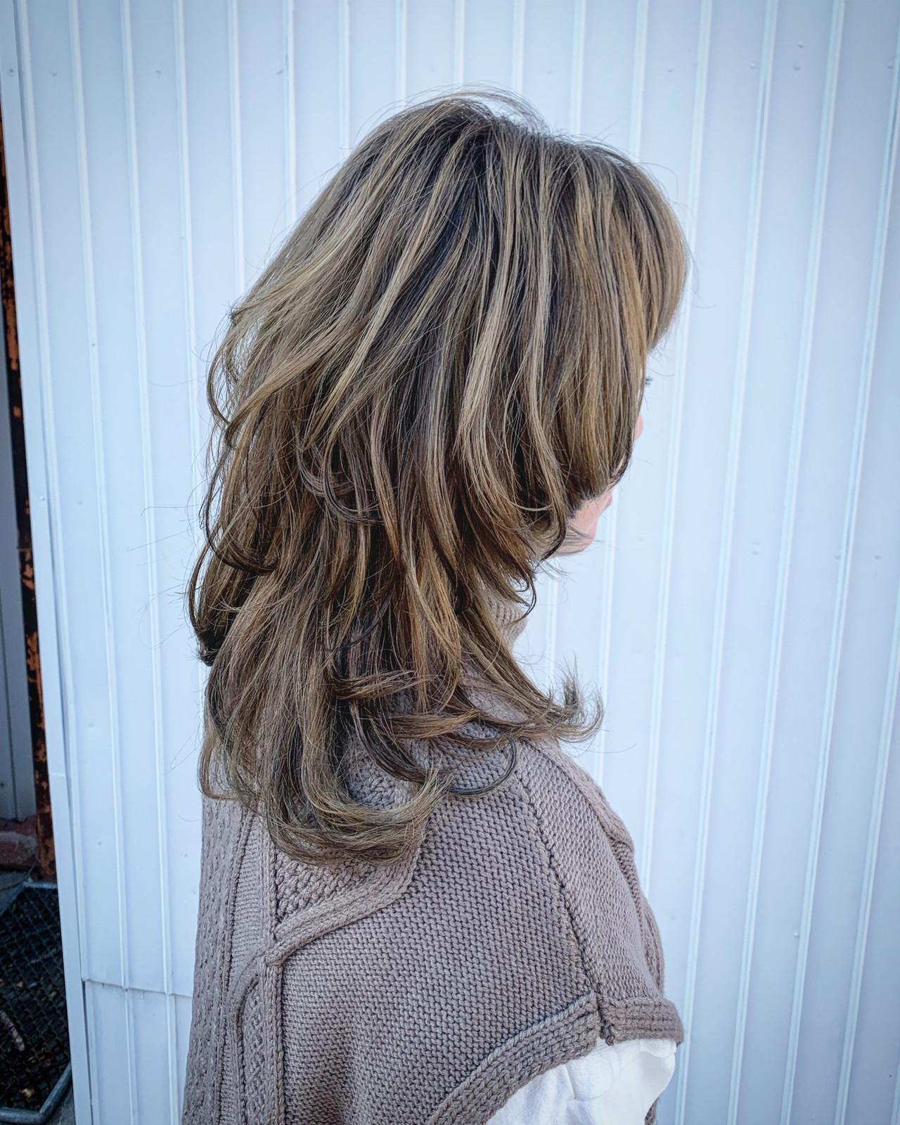 インナーカラー ウルフカット ミディアム ラベージュ ヘアスタイルや髪型の写真・画像