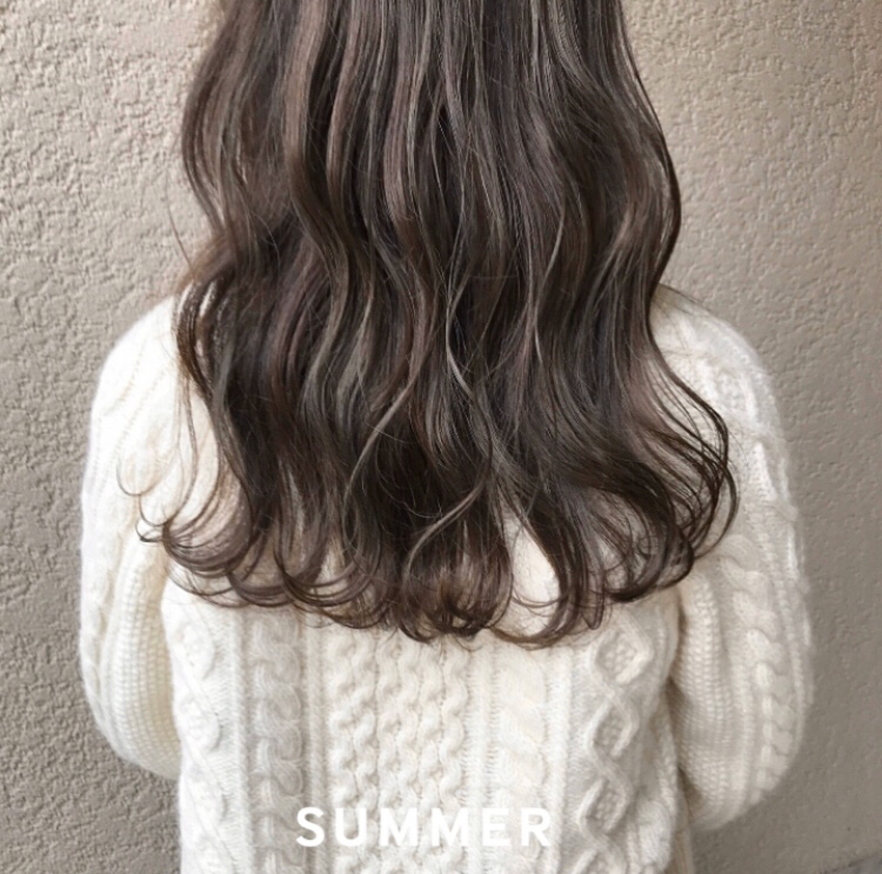 オリーブアッシュ ロング オリーブベージュ ハイライト ヘアスタイルや髪型の写真・画像