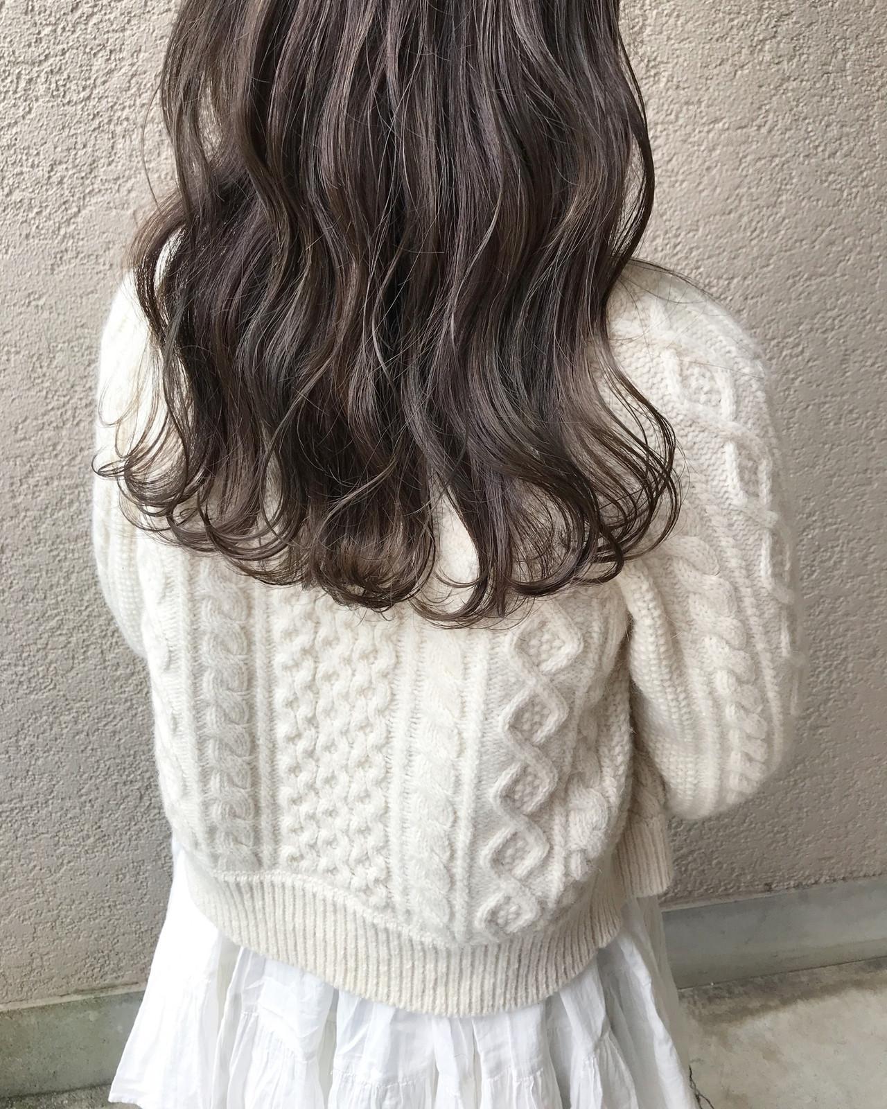 オリーブグレージュ ハイライト ロング オリーブベージュ ヘアスタイルや髪型の写真・画像