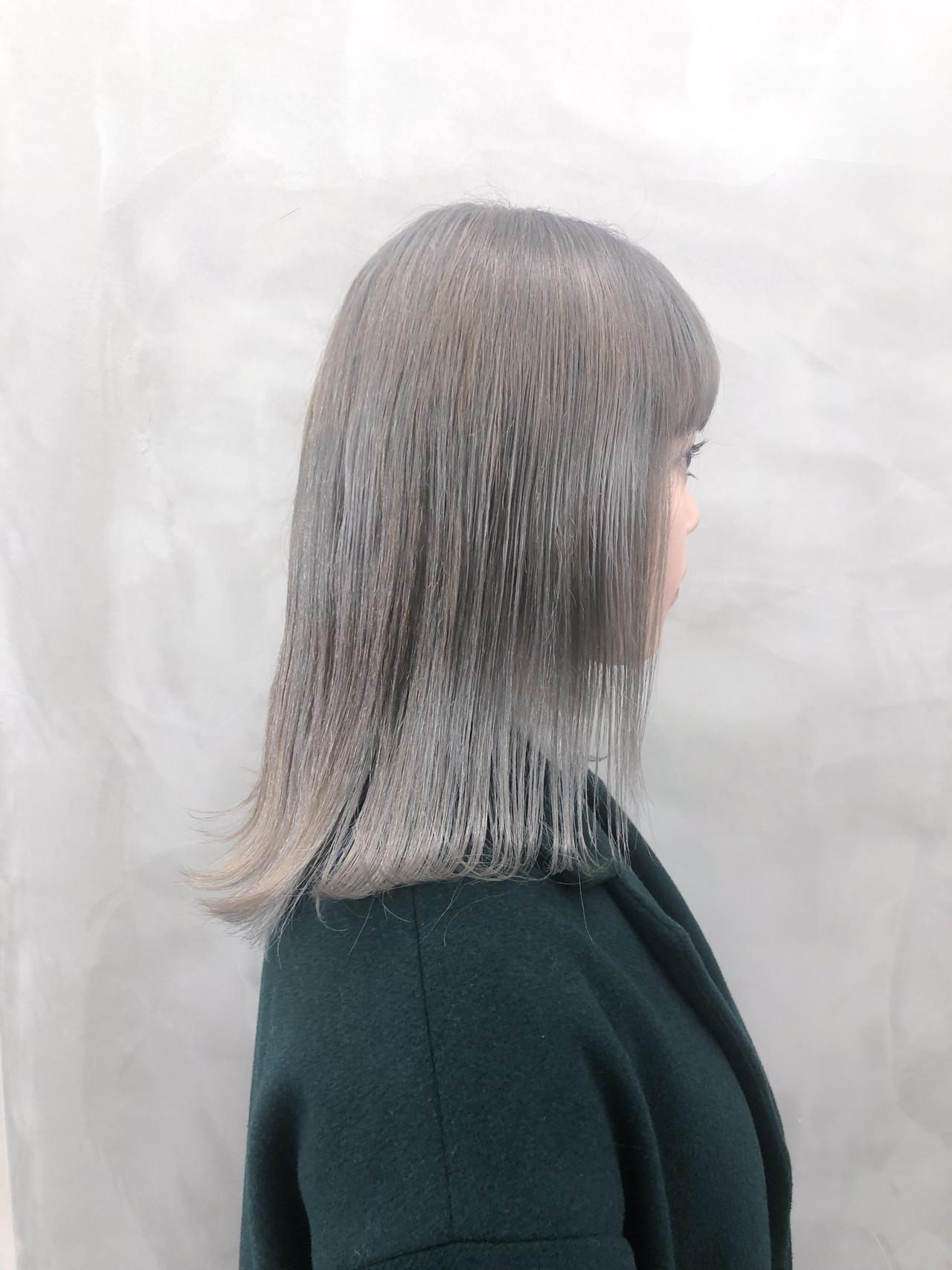 アッシュベージュ セミロング ストリート ダブルカラー ヘアスタイルや髪型の写真・画像