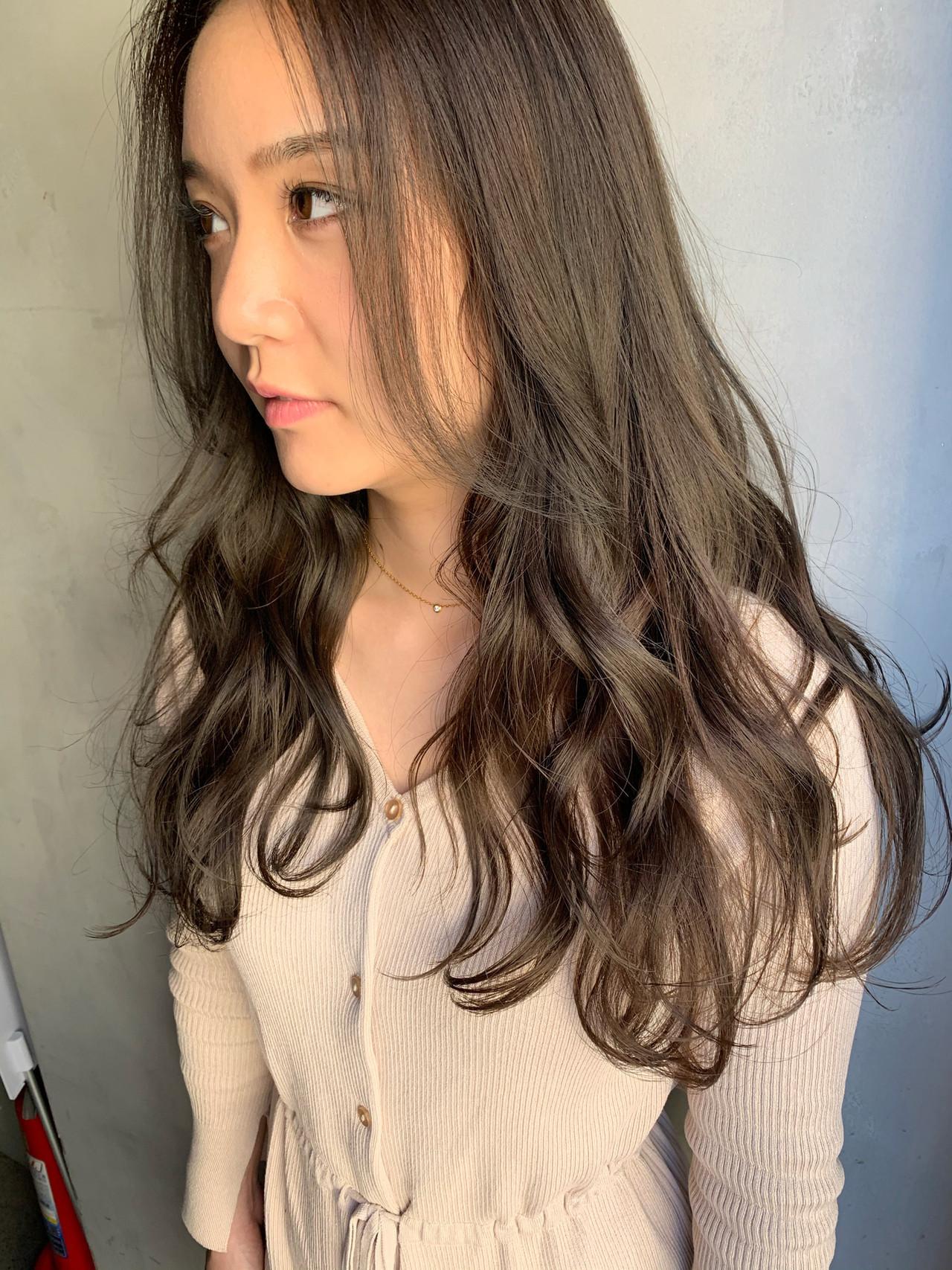艶髪 アッシュグレー ナチュラル ダークトーン ヘアスタイルや髪型の写真・画像