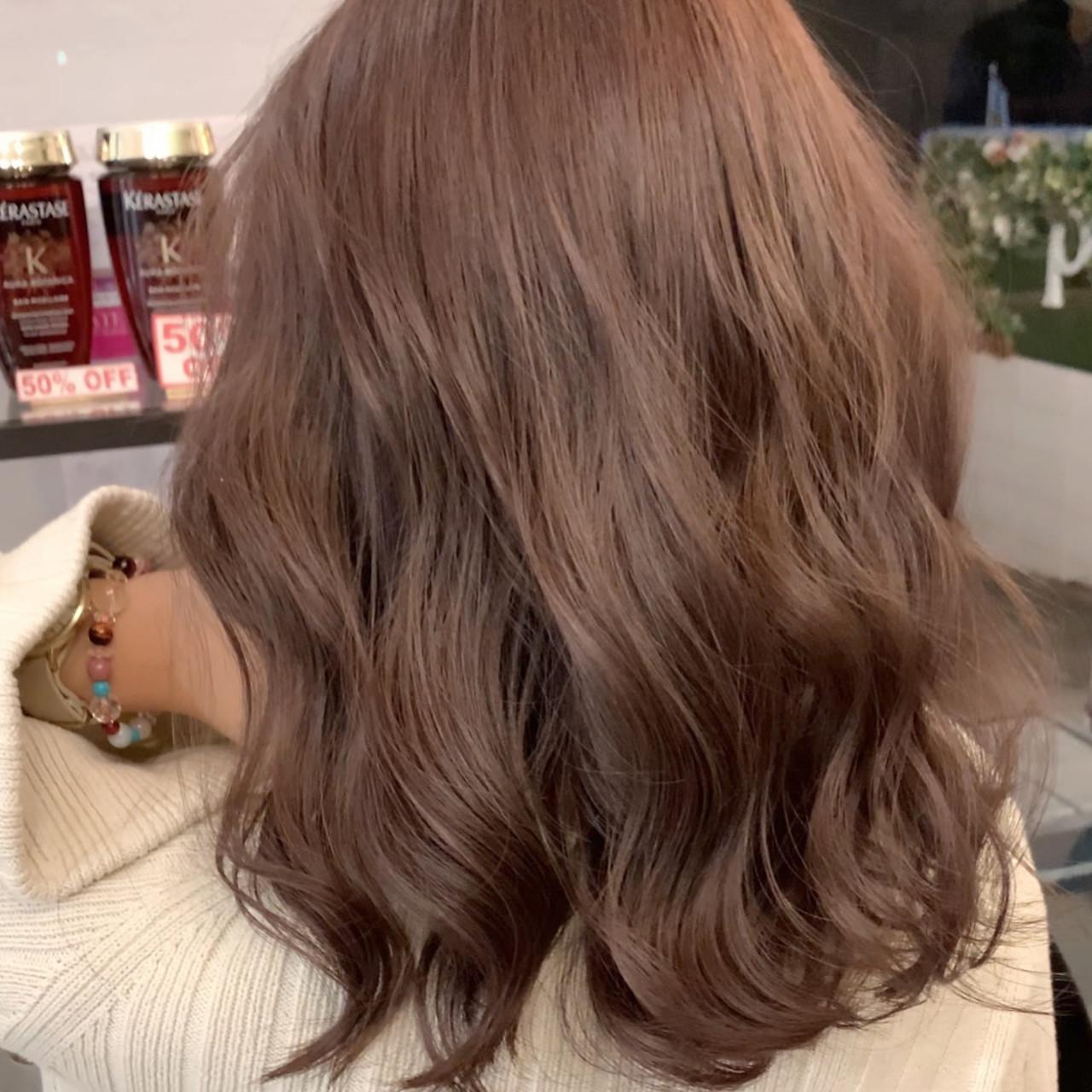 ロング ピンクベージュ インナーカラー エクステ ヘアスタイルや髪型の写真・画像