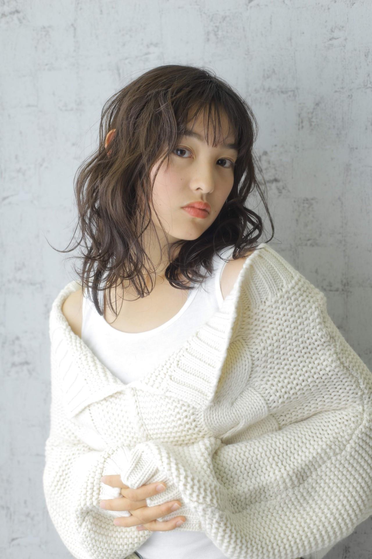 ミディアムレイヤー 大人かわいい ナチュラル 秋冬スタイル ヘアスタイルや髪型の写真・画像