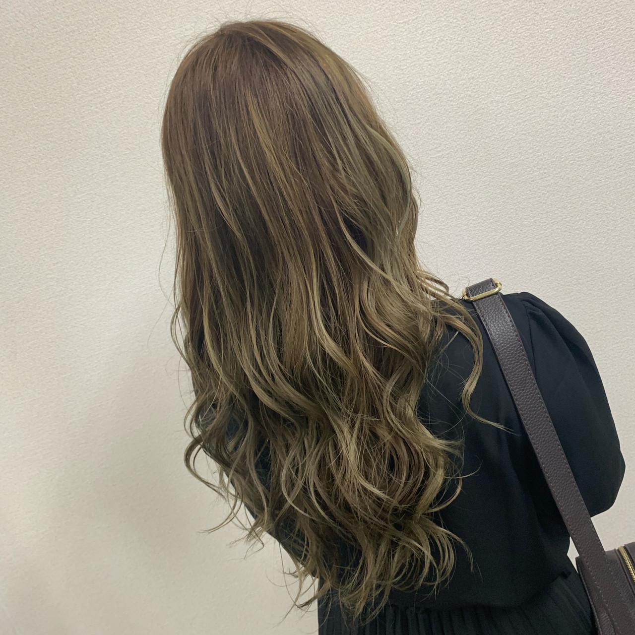 ベージュ セミロング 圧倒的透明感 ナチュラル ヘアスタイルや髪型の写真・画像