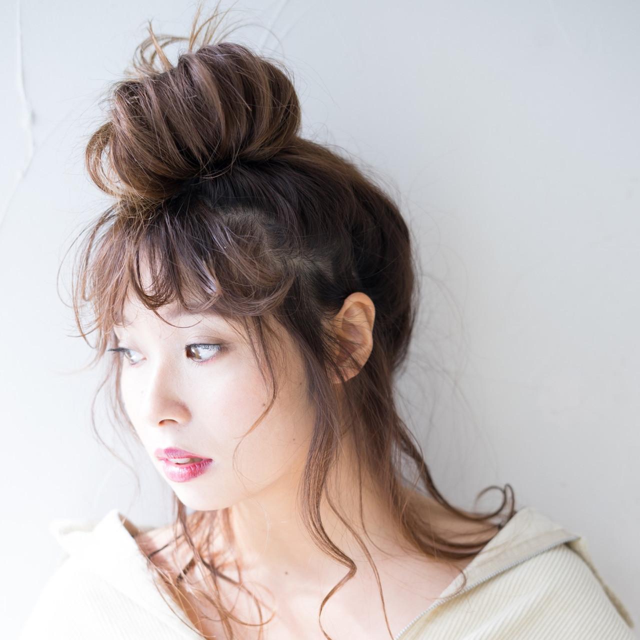 お団子アレンジ メッシーバン おだんご セミロング ヘアスタイルや髪型の写真・画像
