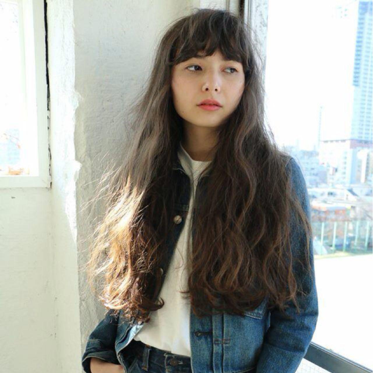 ウェーブ 暗髪 ストリート ストレート ヘアスタイルや髪型の写真・画像
