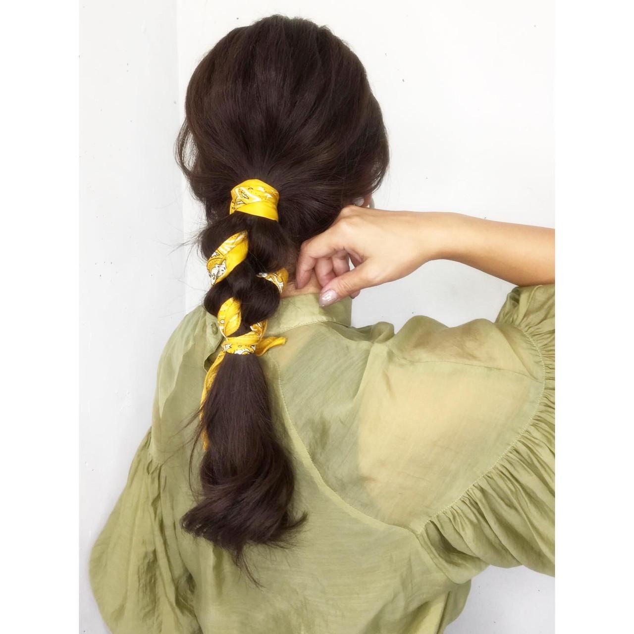 スカーフアレンジ ナチュラル ヘアアレンジ ロング ヘアスタイルや髪型の写真・画像