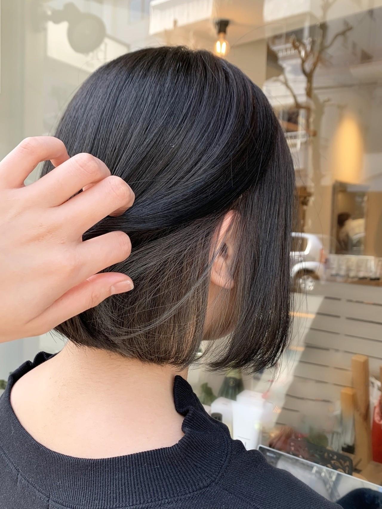 インナーカラー イルミナカラー ショートボブ 切りっぱなしボブ ヘアスタイルや髪型の写真・画像