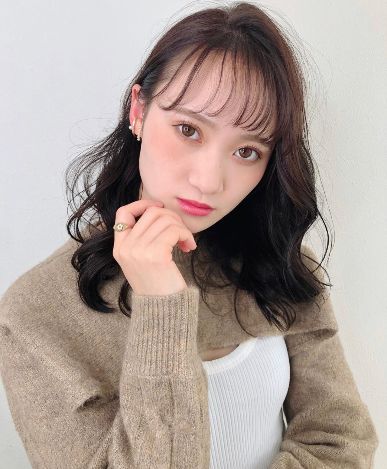 ミディアム コンサバ ミディアムレイヤー アディクシーカラー ヘアスタイルや髪型の写真・画像