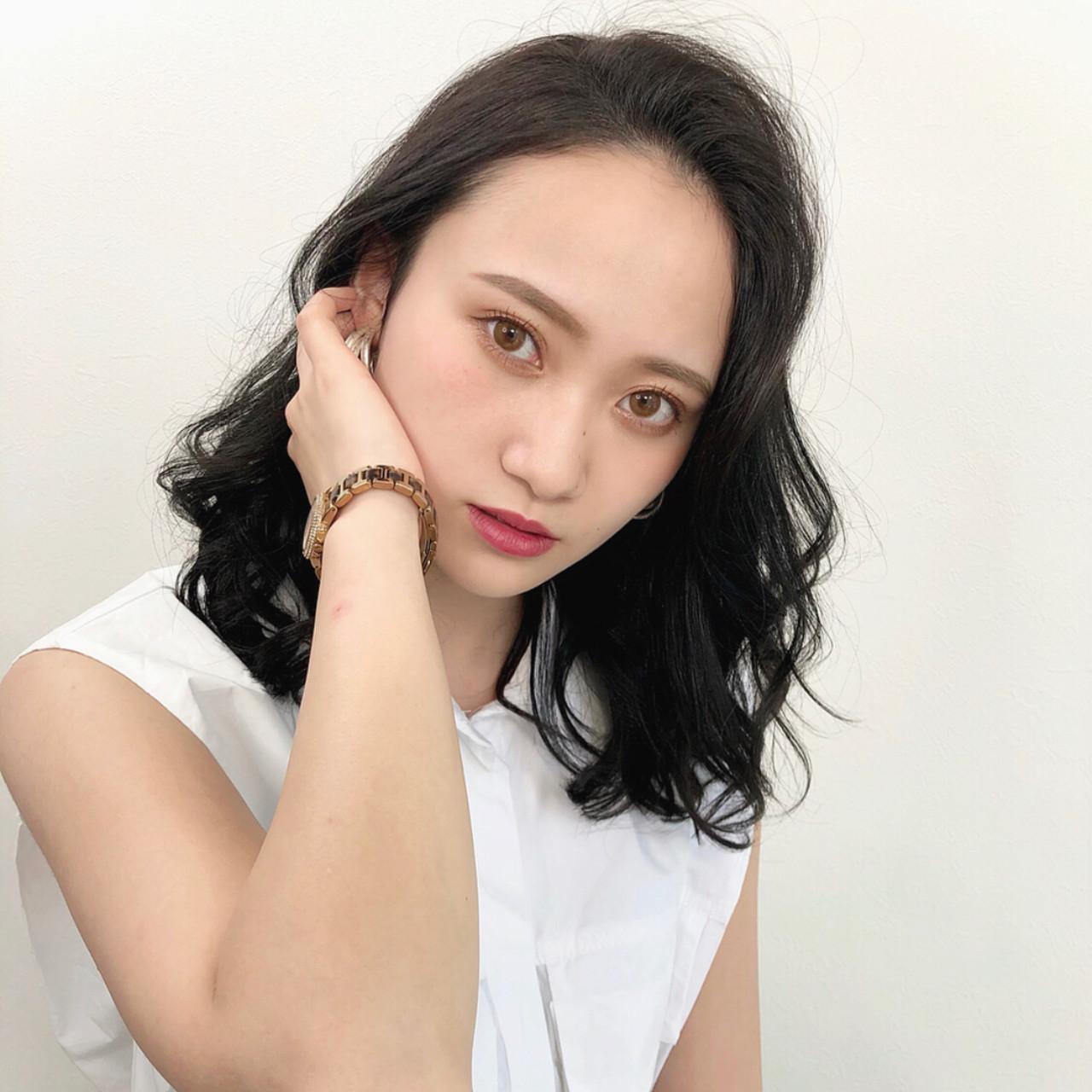 ミディアムレイヤー ミディアム レイヤースタイル エレガント ヘアスタイルや髪型の写真・画像