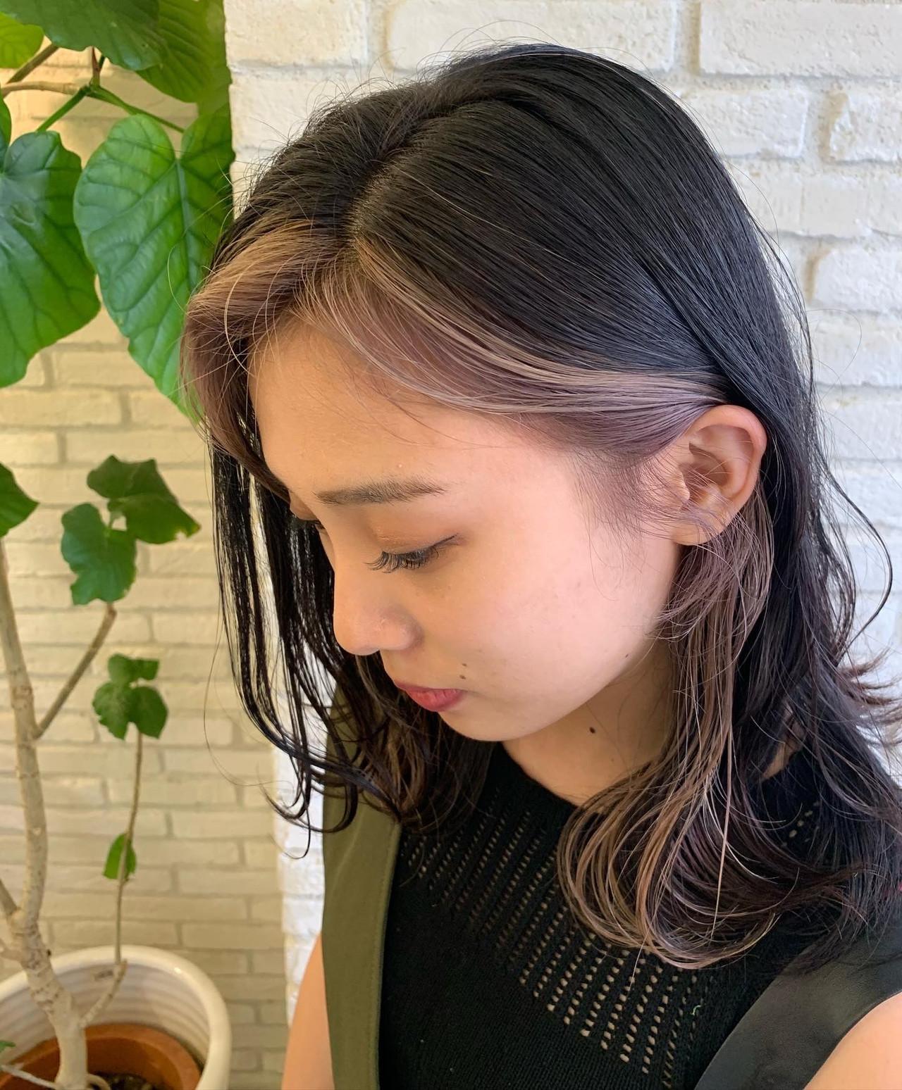 前髪インナーカラー インナーカラーグレージュ ウルフカット インナーカラー ヘアスタイルや髪型の写真・画像