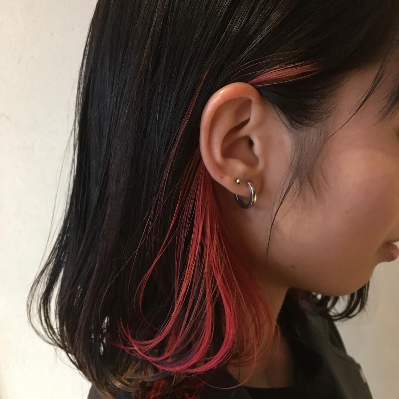 ベリーピンク インナーカラー赤 ガーリー ボブ ヘアスタイルや髪型の写真・画像