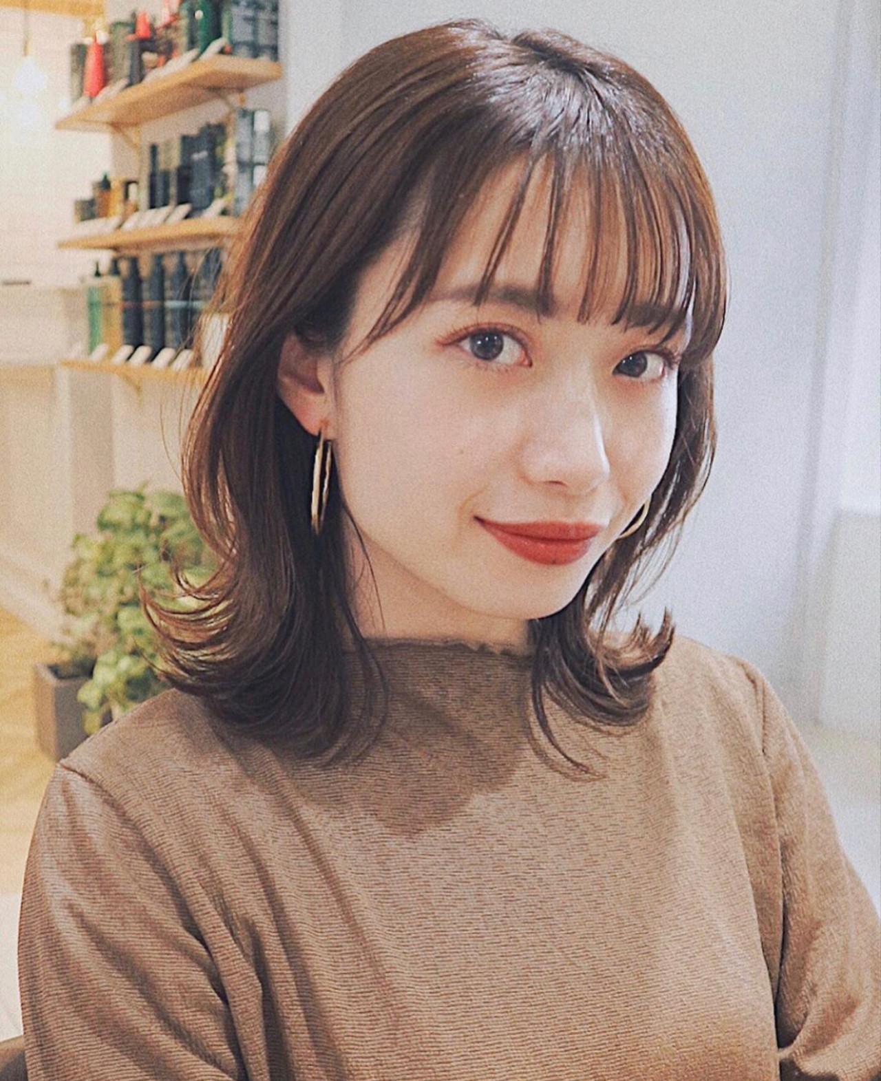 大人ミディアム インナーカラー ミディアムヘアー 鎖骨ミディアム ヘアスタイルや髪型の写真・画像