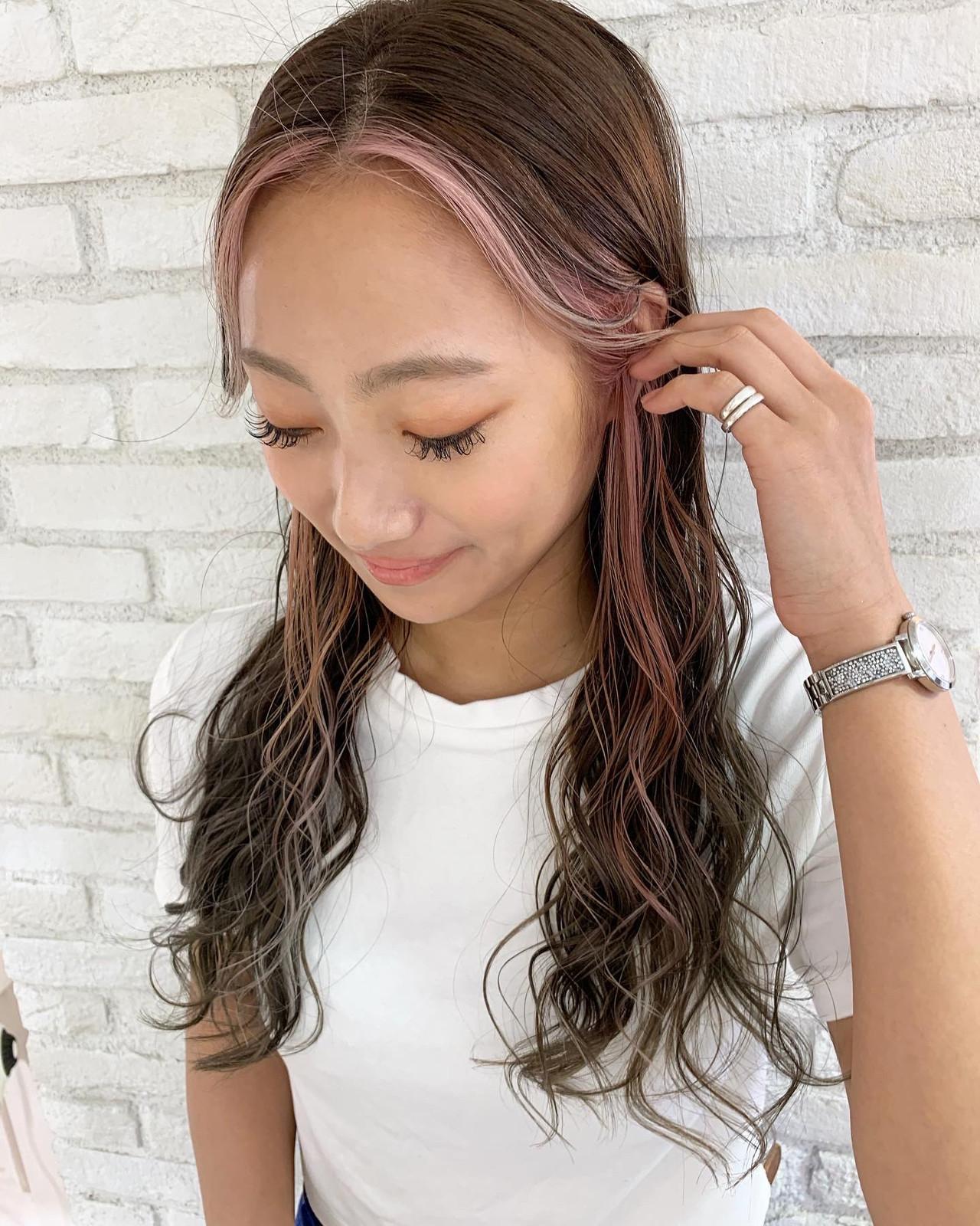 ロング ストリート インナーカラー 前髪あり ヘアスタイルや髪型の写真・画像
