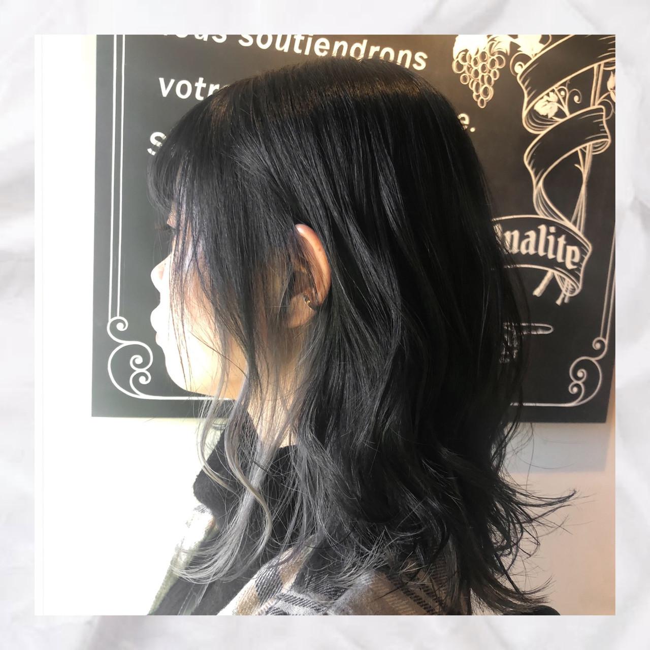 インナーカラー インナーカラーシルバー ミディアム ストリート ヘアスタイルや髪型の写真・画像